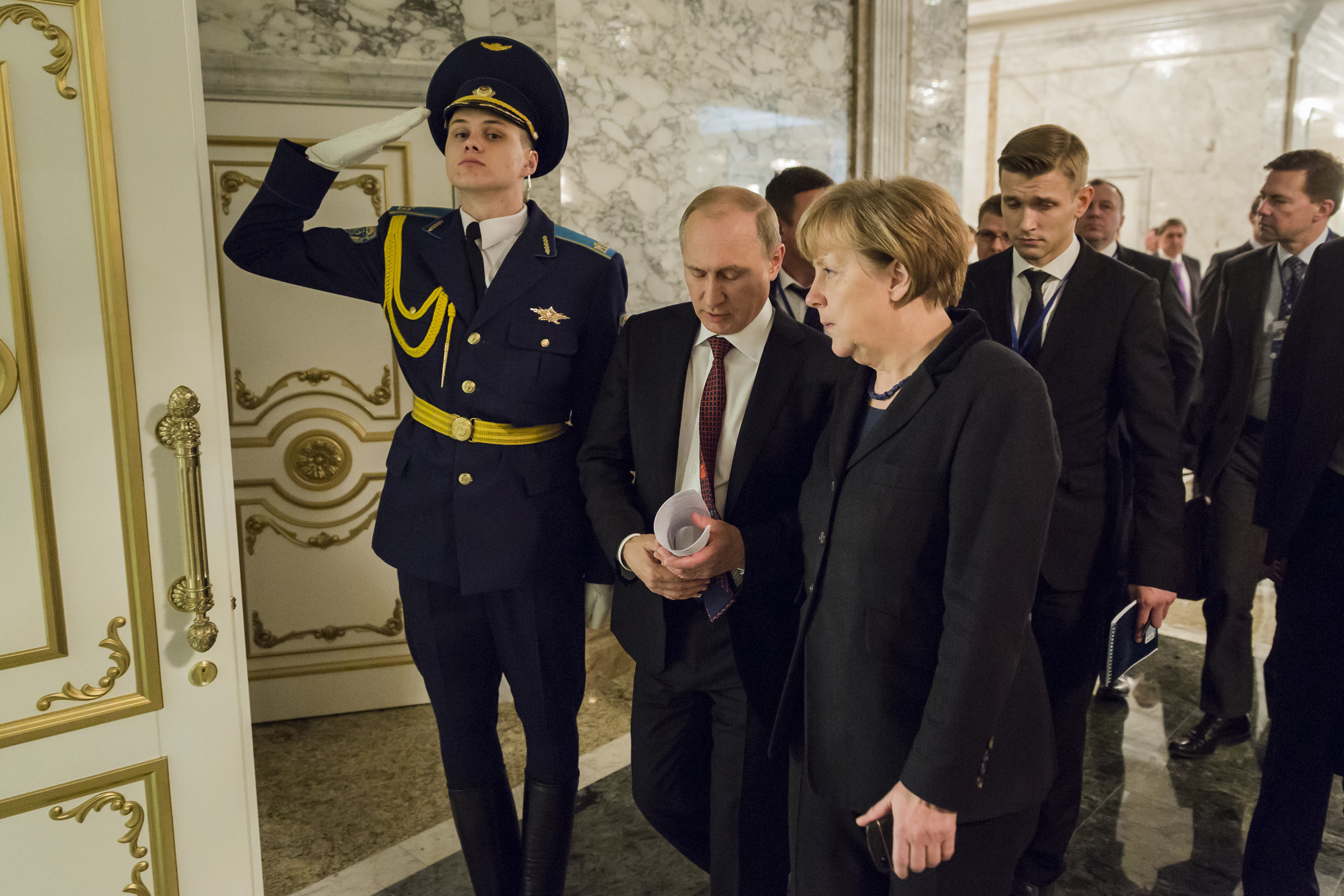 After a break during the peace talks for the conflict in Ukraine in Minsk (Belarus), Chancellor Merkel and President Putin of Russia, return to the negotiation table. Feb. 11, 2015.