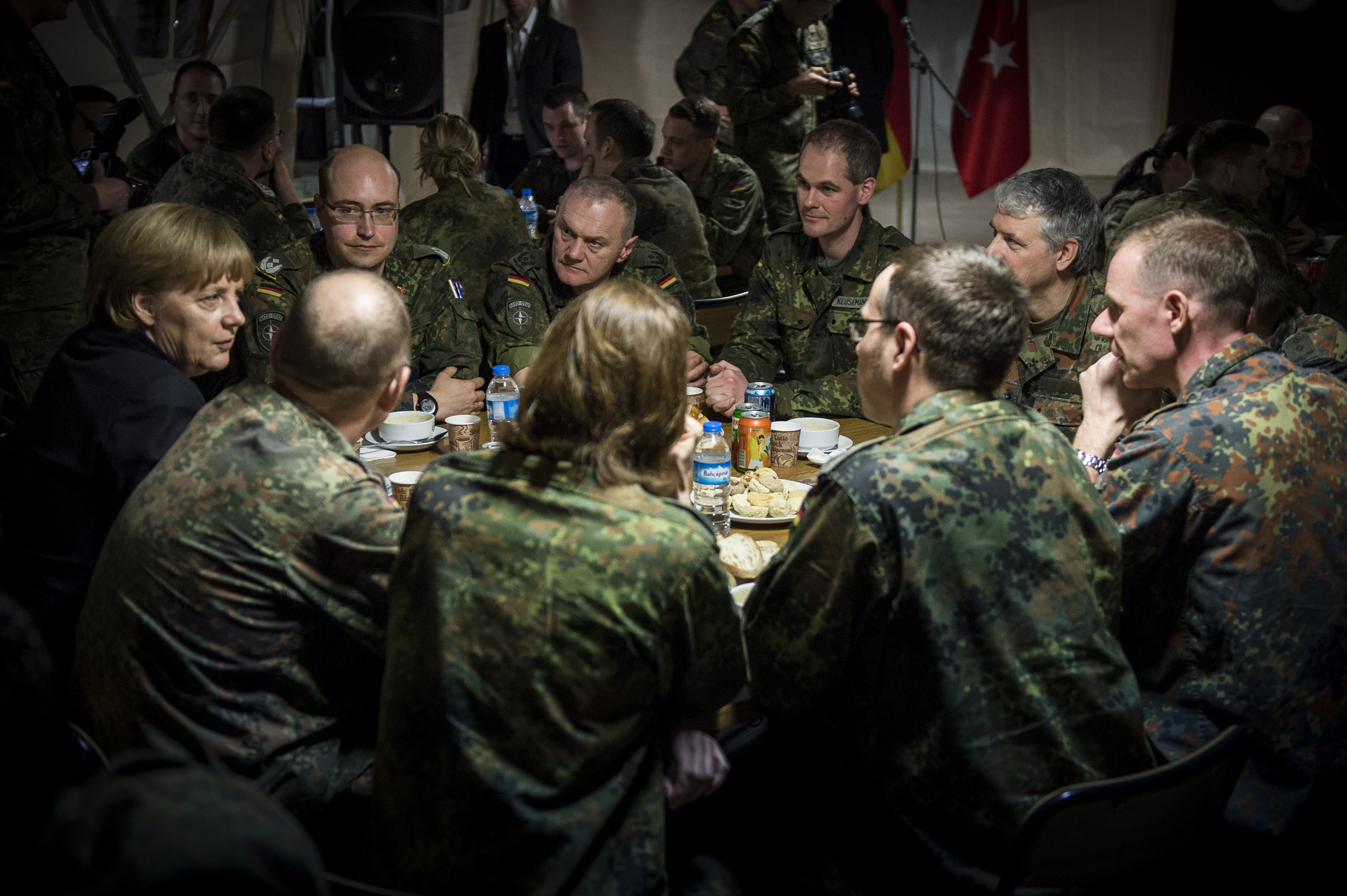 Chancellor Merkel talks to German soldiers who are deployed with a Patriot Air defense unit in Kahramanmaras in southern Turkey close to the Syrian border. Feb. 24, 2013.