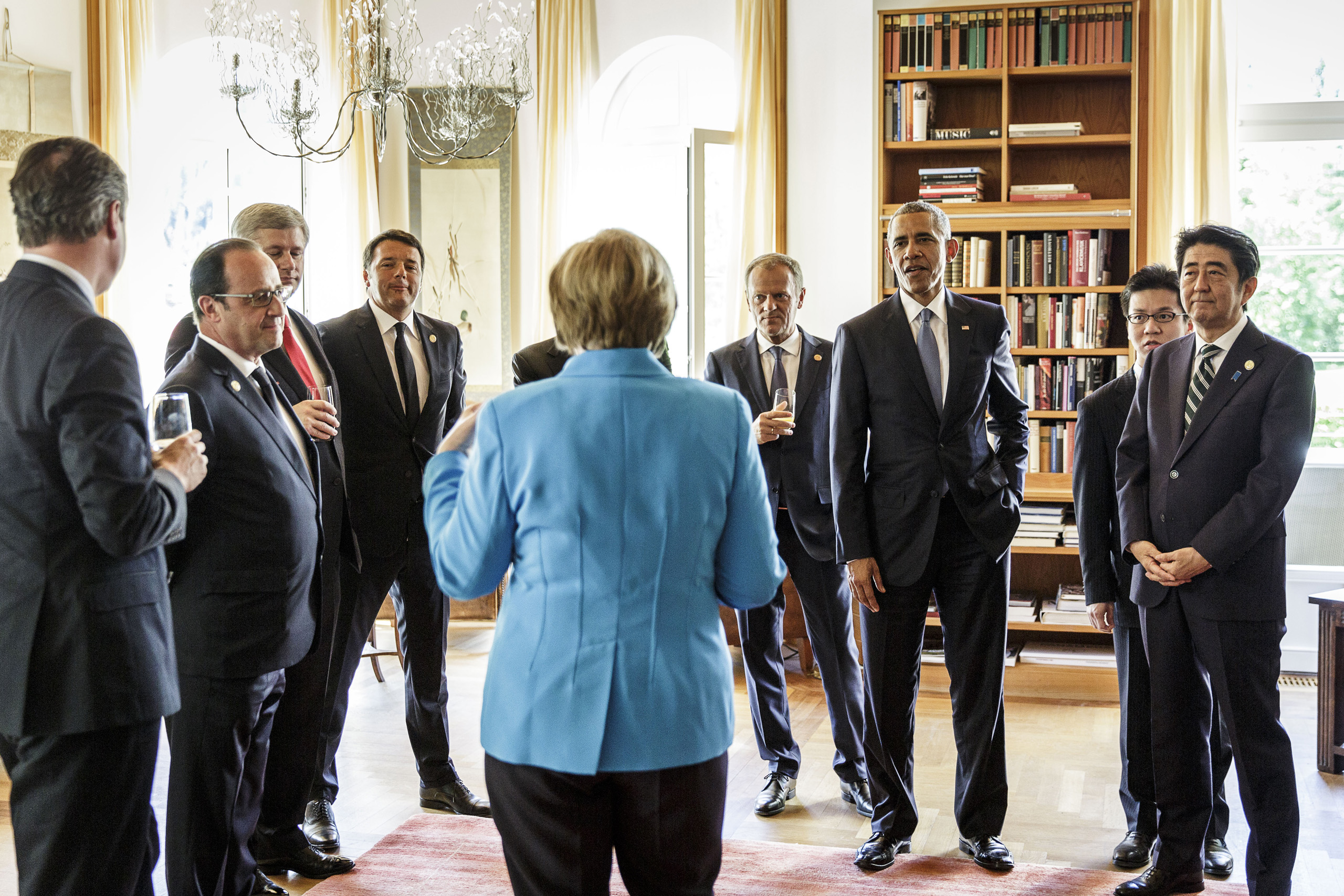 Chancellor Merkel welcomes G7 heads of states shortly before the summit's official start. June 7, 2015.