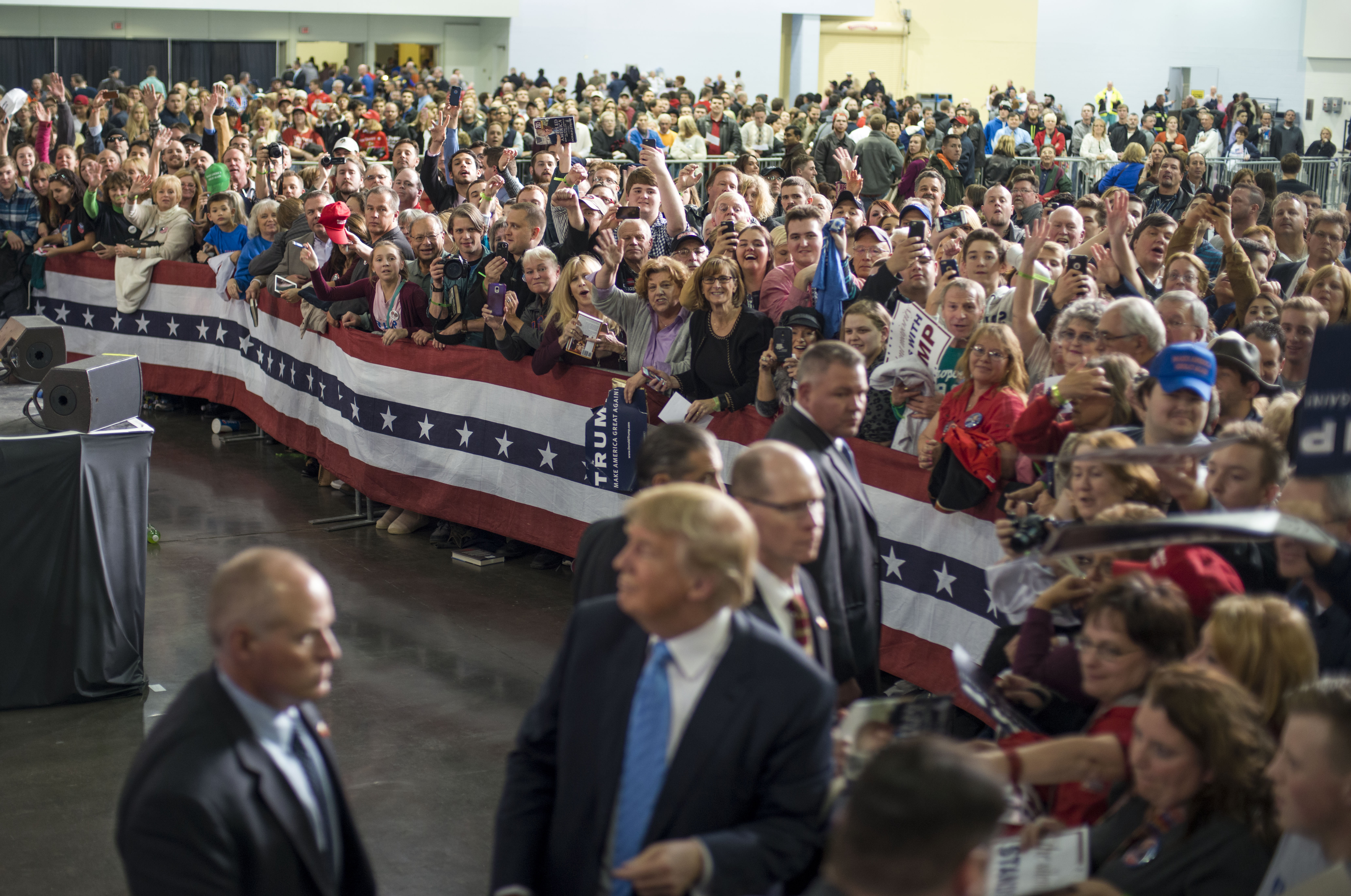 Donald Trump shakes hands and signs autographs with his supporters on Nov. 23, 2015 in Columbus, OH.