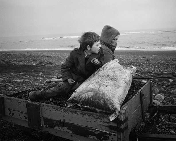 09-Rocker-and-Rosie-going-home,-Seacoal-Beach,-Lynemouth-Northumbria-1984-Chris-Killip-Martin-Parr
