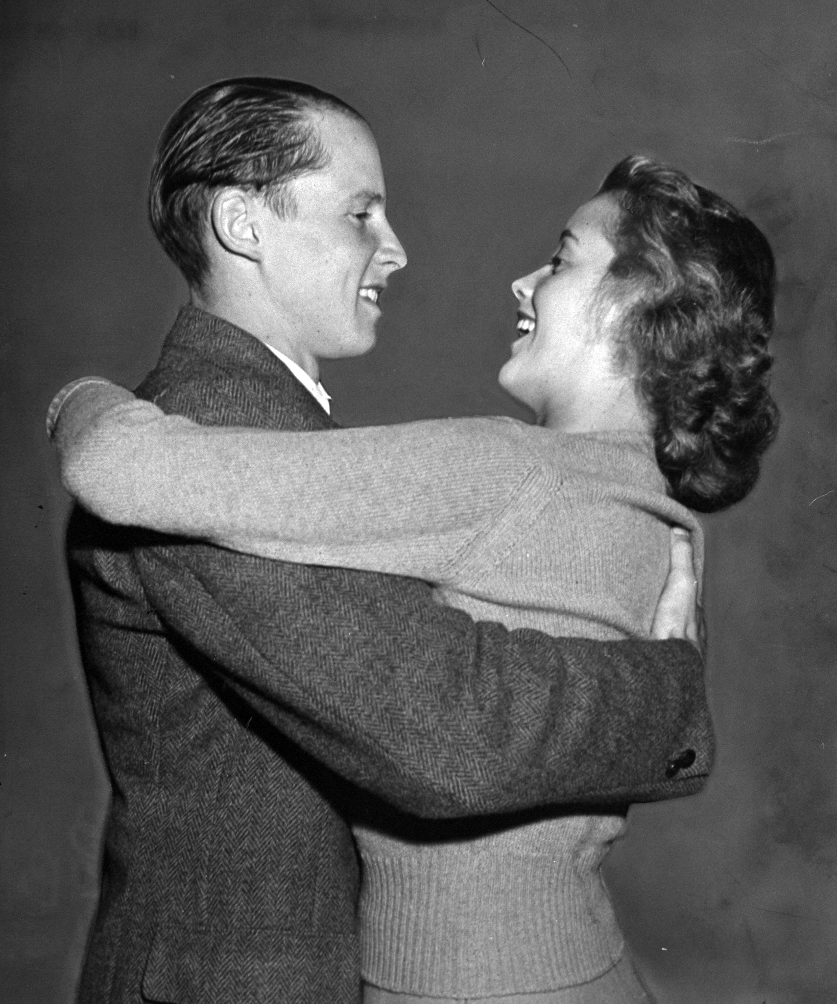 UCLA students Marjorie Henshaw and Johnny Hessel embrace one another at homecoming, 1939.