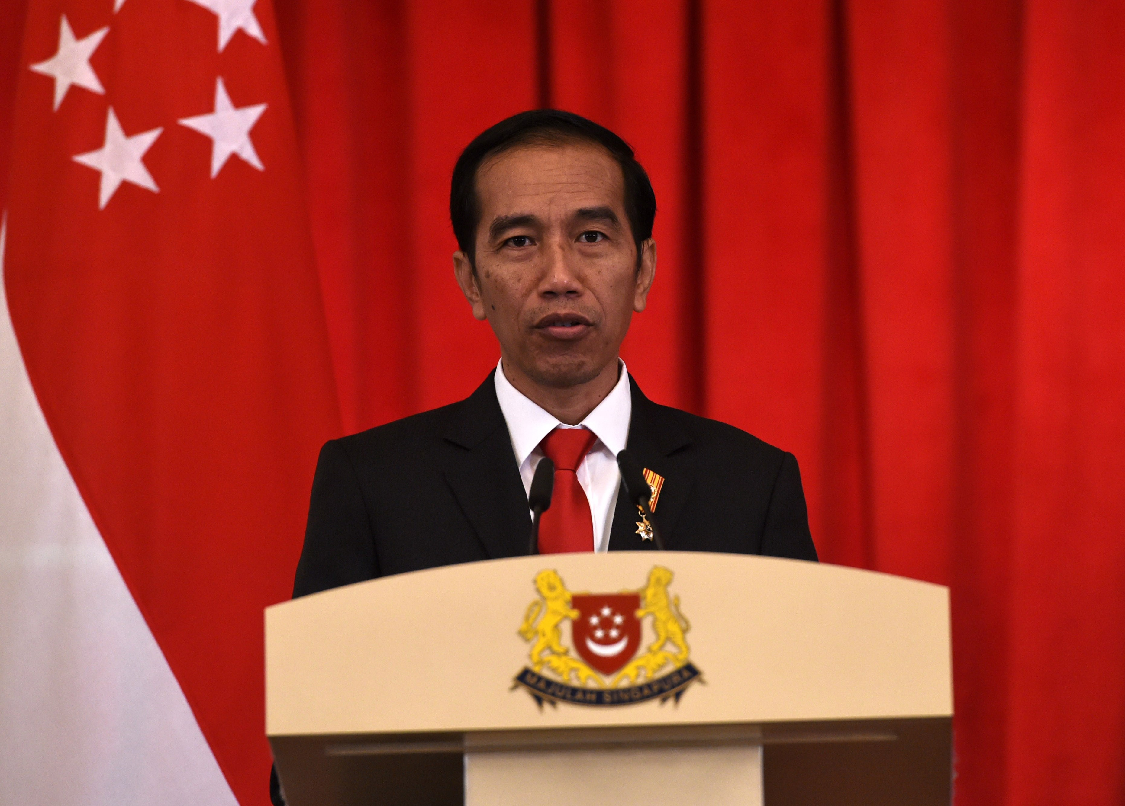 Indonesia's President Joko Widodo speaks at a joint press conference with his Singaporean counterpart after witnessing a signing ceremony for a memorandum of understanding agreement between both countries in Singapore on July 28, 2015