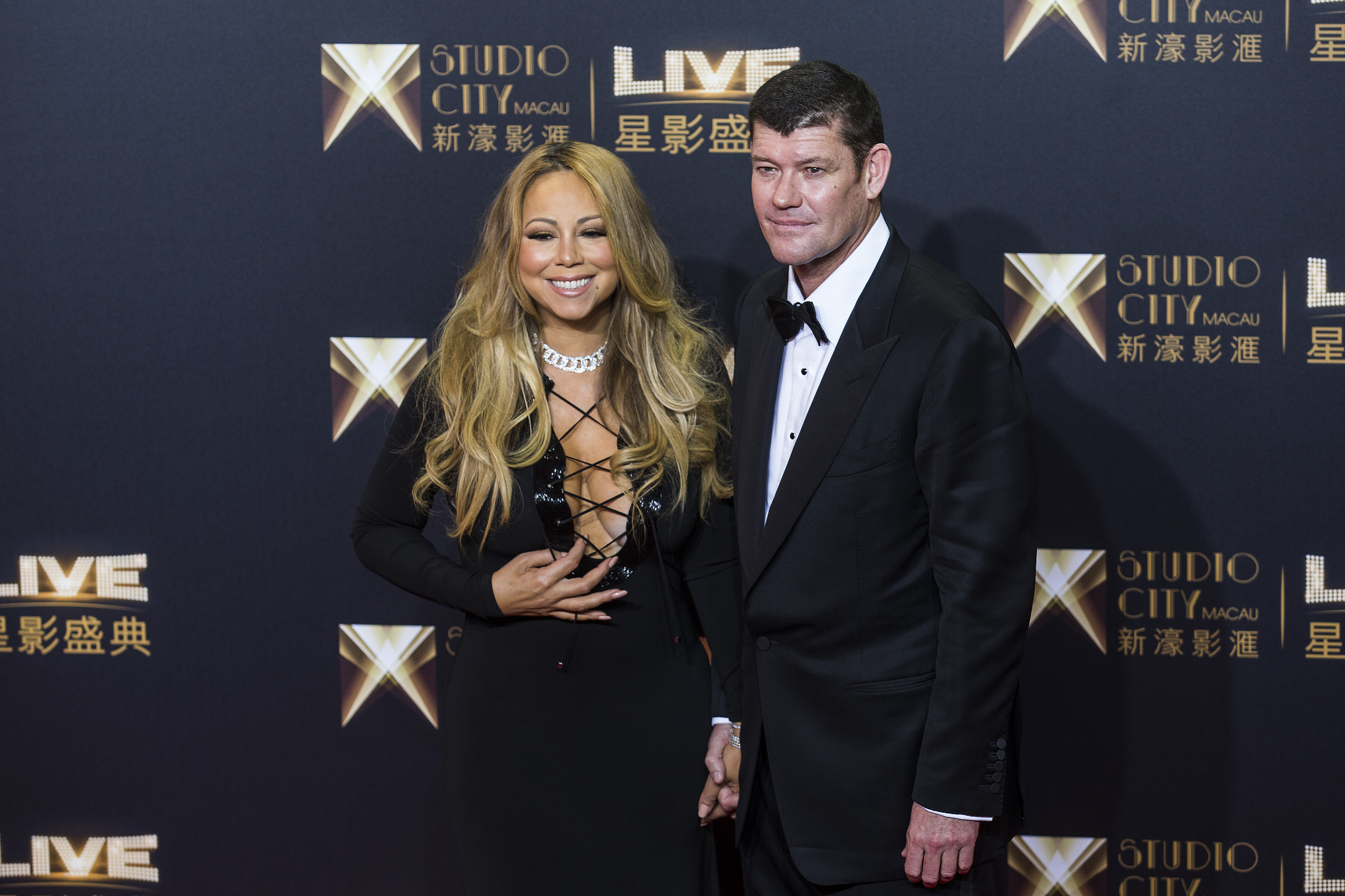 James Packer, co-chairman of Melco Crown Entertainment Ltd. and singer Mariah Carey stand for photographs in Macau, China, on Oct. 27, 2015.