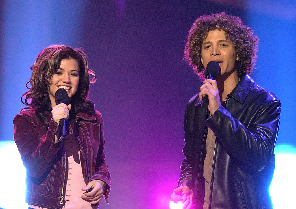 Kelly Clarkson and Justin Guarini during the first American Idol finale in Hollywood, California.