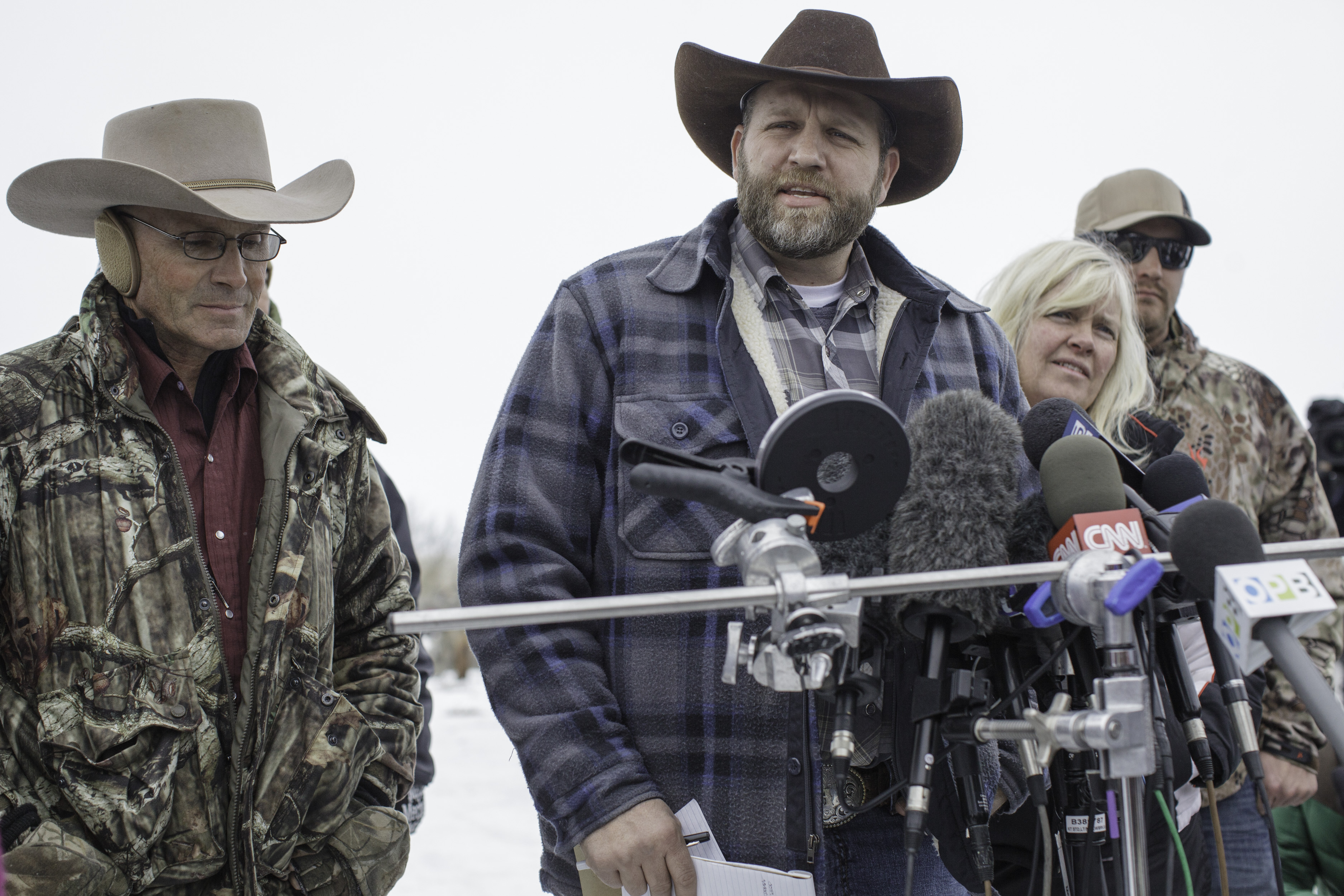 Ammon Bundy (C), leader of an armed anti-government militia, makes a statement at a news conference at the Malheur National Wildlife Refuge Headquarters near Burns, Ore., on Jan. 5, 2016.