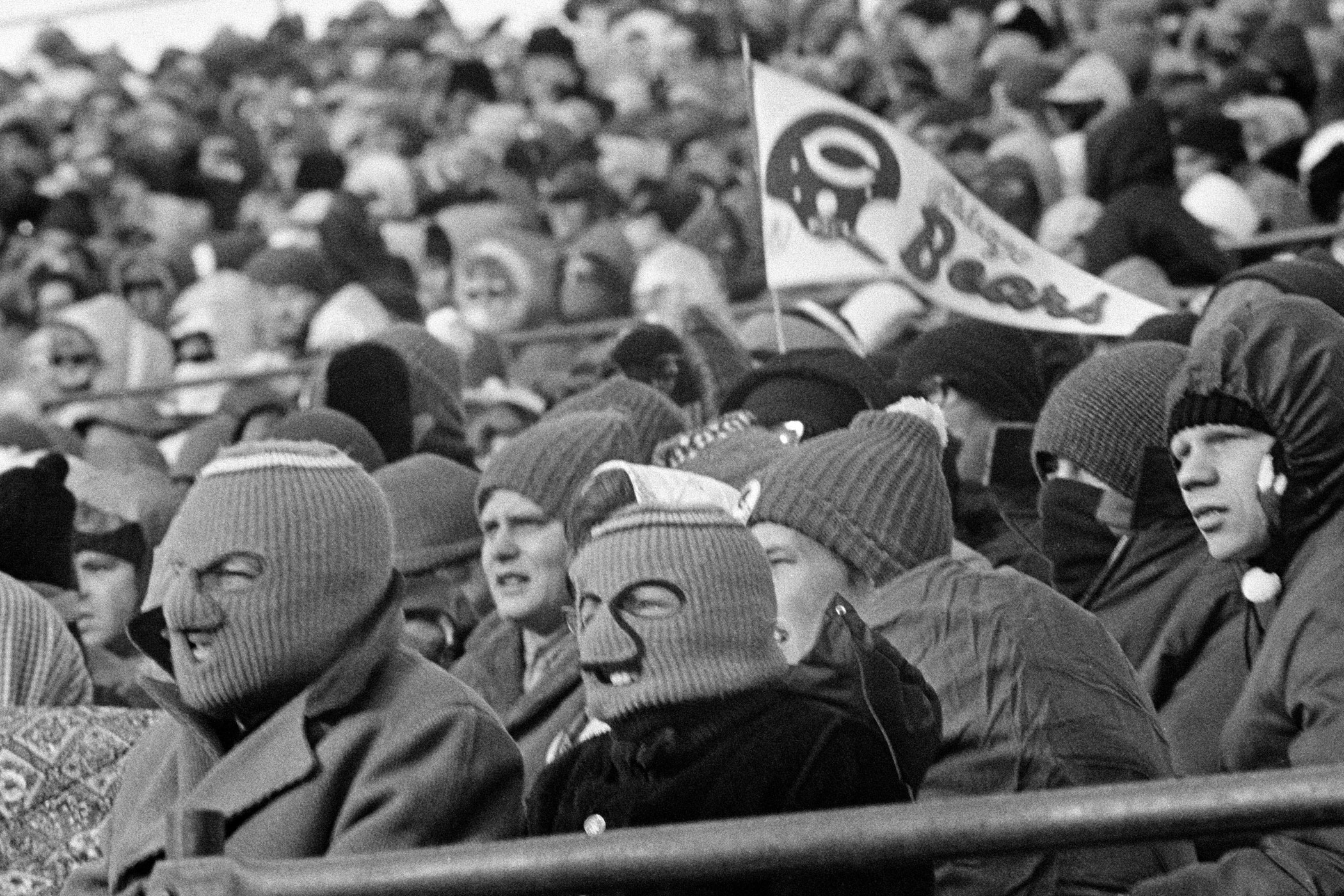 Temperature: -2°F (Wind Chill: -26°F)                               On Dec. 3, 1972, the Minnesota Vikings faced the Chicago Bears in freezing weather at Metropolitan Stadium. No photos are available from that game. Here, on Dec. 5, 1970, fans braved 10-degree weather to see the Bears face the Vikings in Minneapolis.