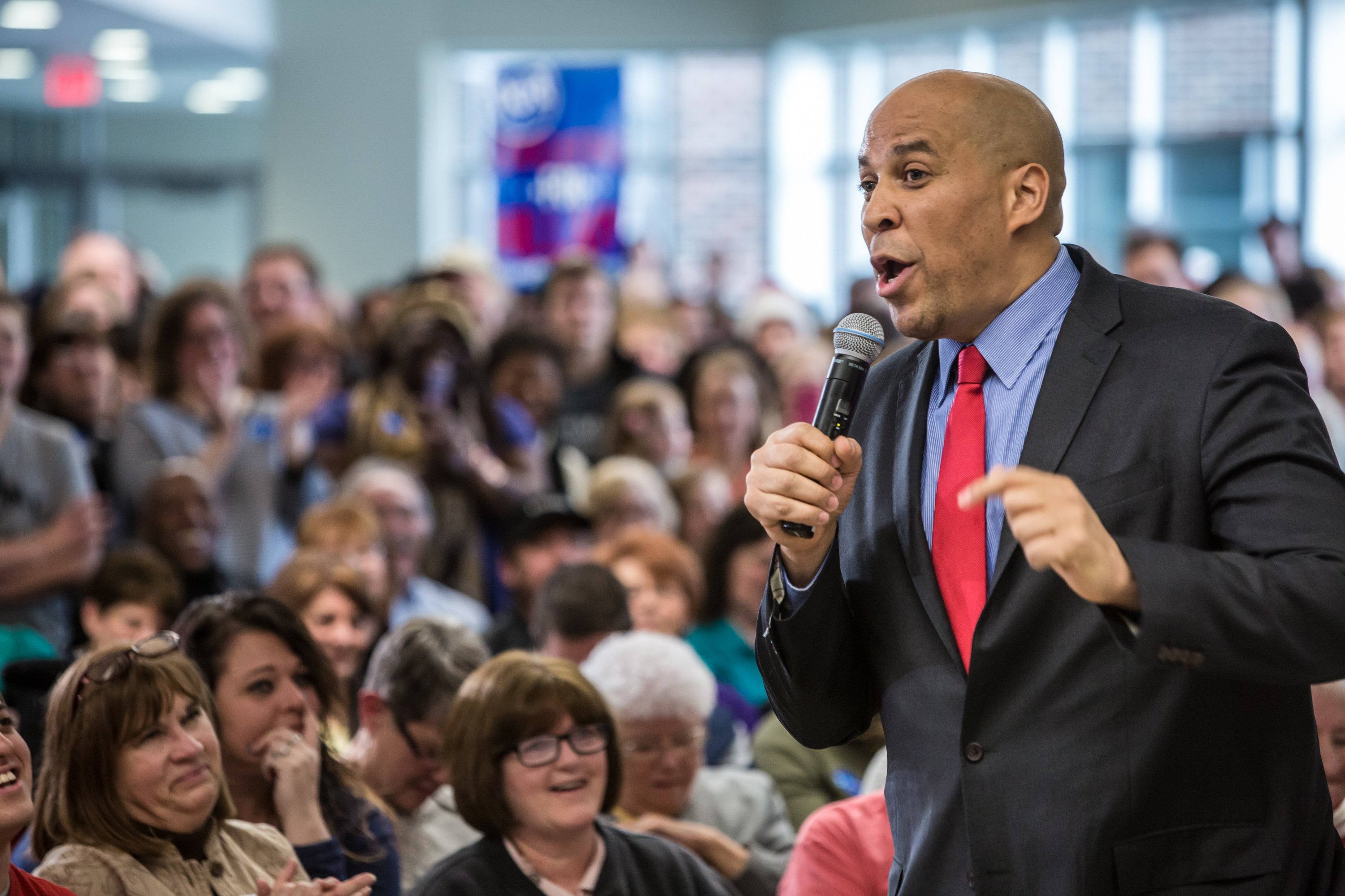 Cory Booker introduces Democratic presidential candidate Hillary Clinton at a campaign event in Marion, IO on Jan. 24, 2016.