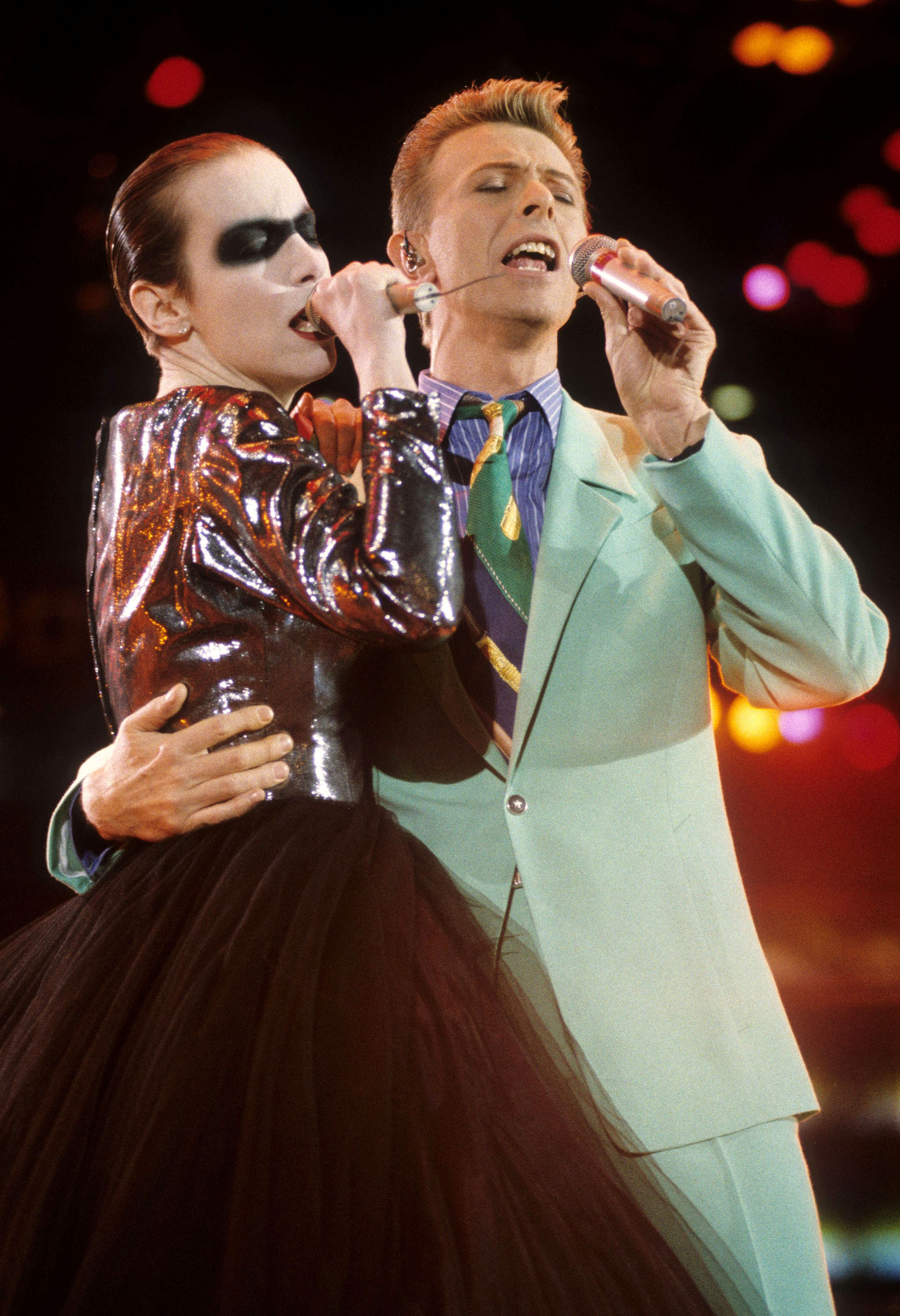 "Annie Lennox and David Bowie perform ""Under Pressure"" at the Freddie Mercury Tribute Concert on April 20, 1992 in London."