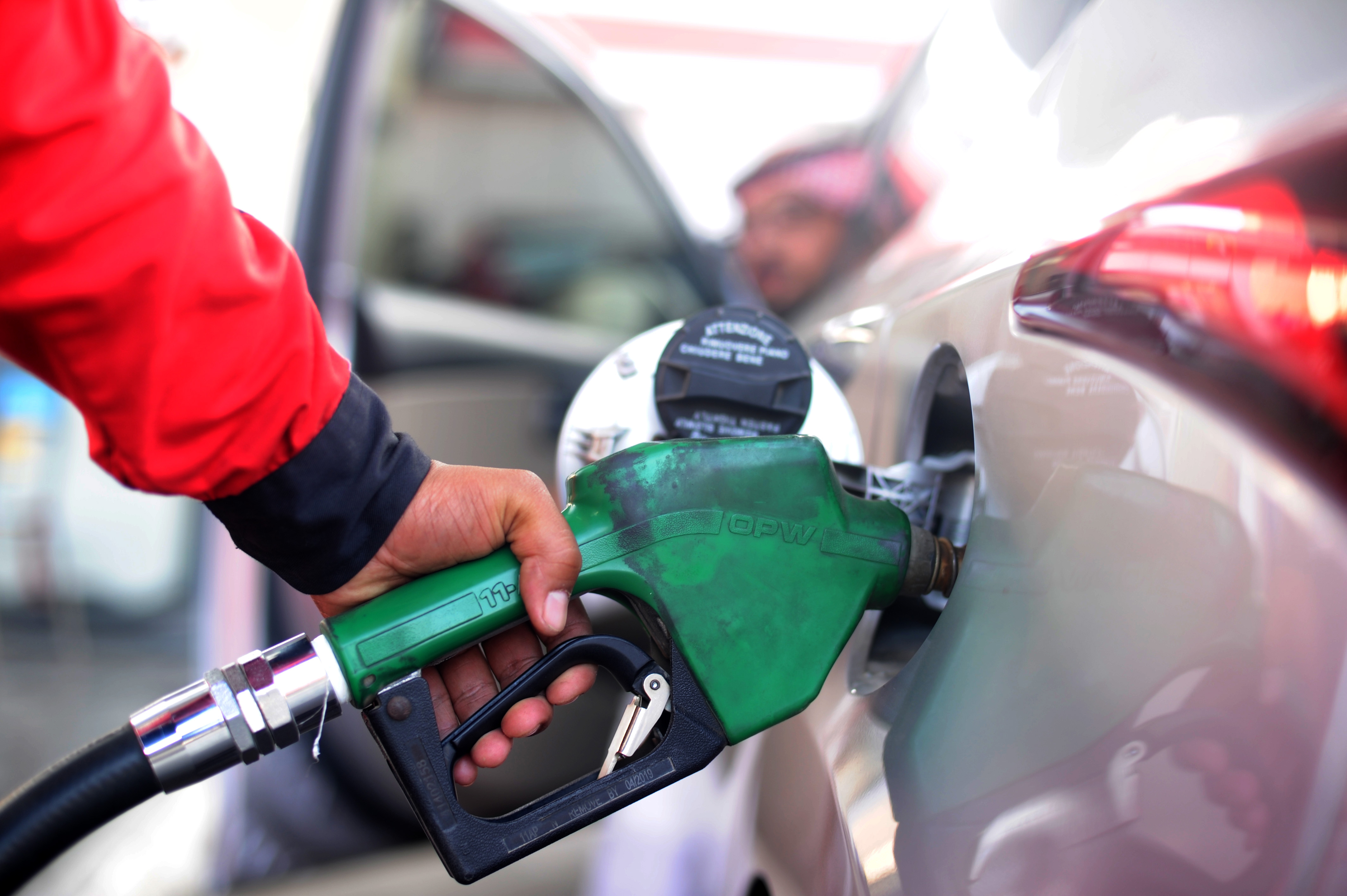 A Saudi employee fills the tank of his car with petrol at a station on December 28, 2015 in the Red Sea city of Jeddah.