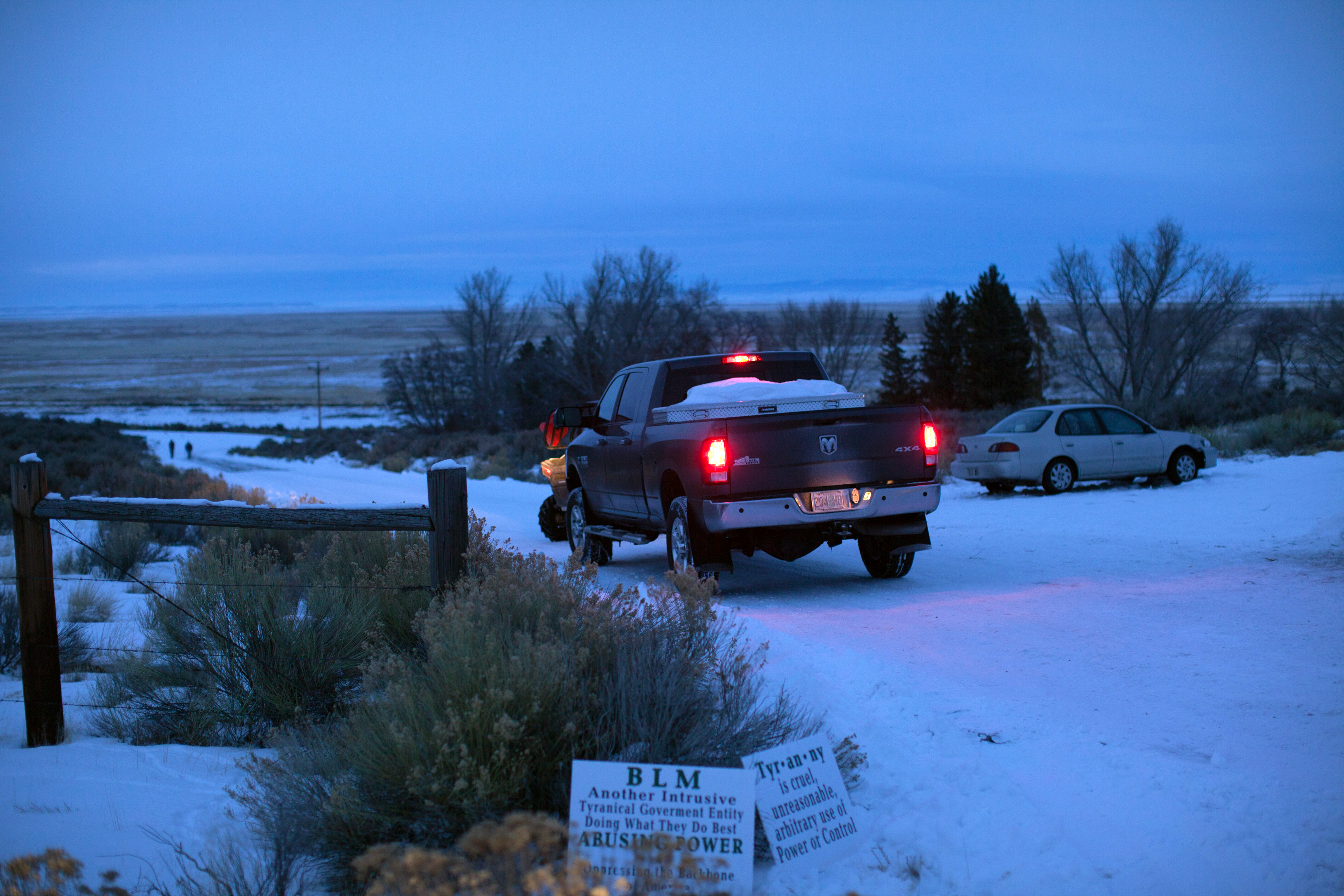 A vehicle occupied by members of a small militia group enter the Malheur Wildlife Refuge Headquarters property some 30 miles from Burns, Oregon, January 3, 2016.  The armed anti-government group have taken over a building at the federal wildlife refuge, accusing officials of unfairly punishing ranchers who refused to sell their land. The standoff has prompted some schools to call off classes for the entire week.