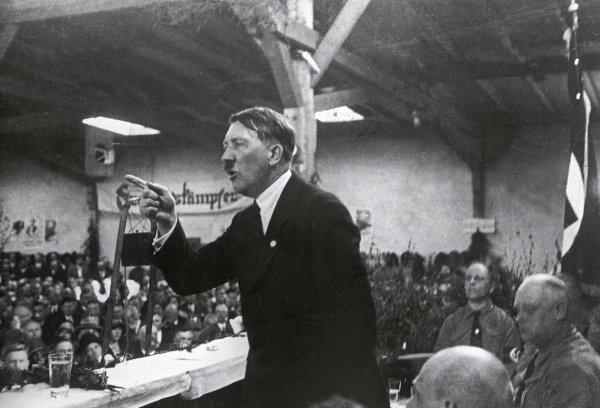 زندگی نامه آدولف هیتلر
