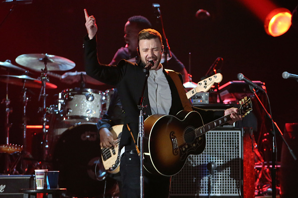 Justin Timberlake performs during the 49th annual CMA Awardson November 4, 2015 in Nashville, Tennessee.