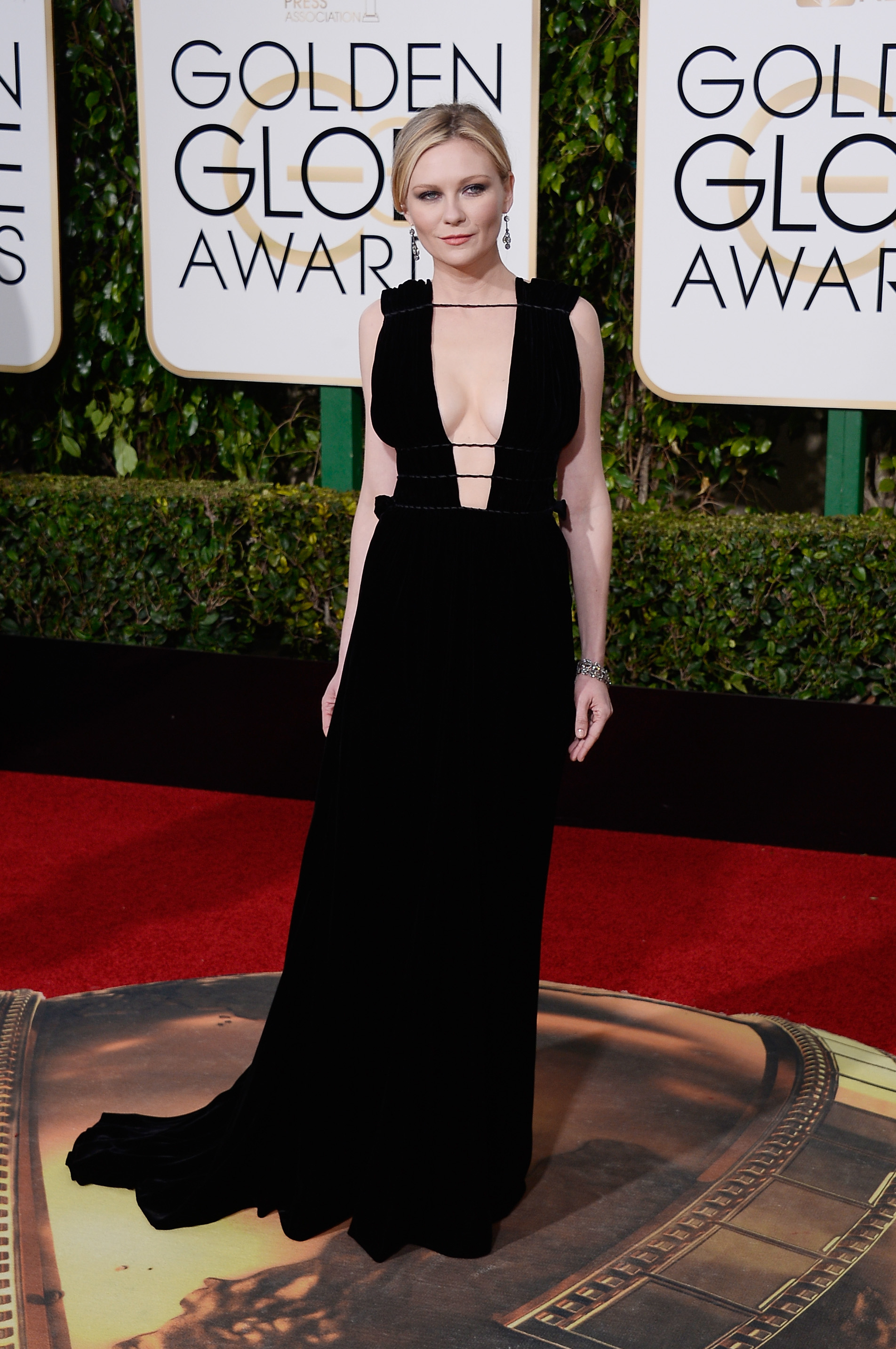 Kirsten Dunst arrives to the 73rd Annual Golden Globe Awards on Jan. 10, 2016 in Beverly Hills.