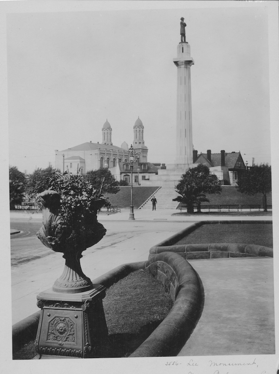 The Lee Monument, a Doric column in remembrance of Confederate General, Robert E. Lee, seen in New Orleans, circa 1900