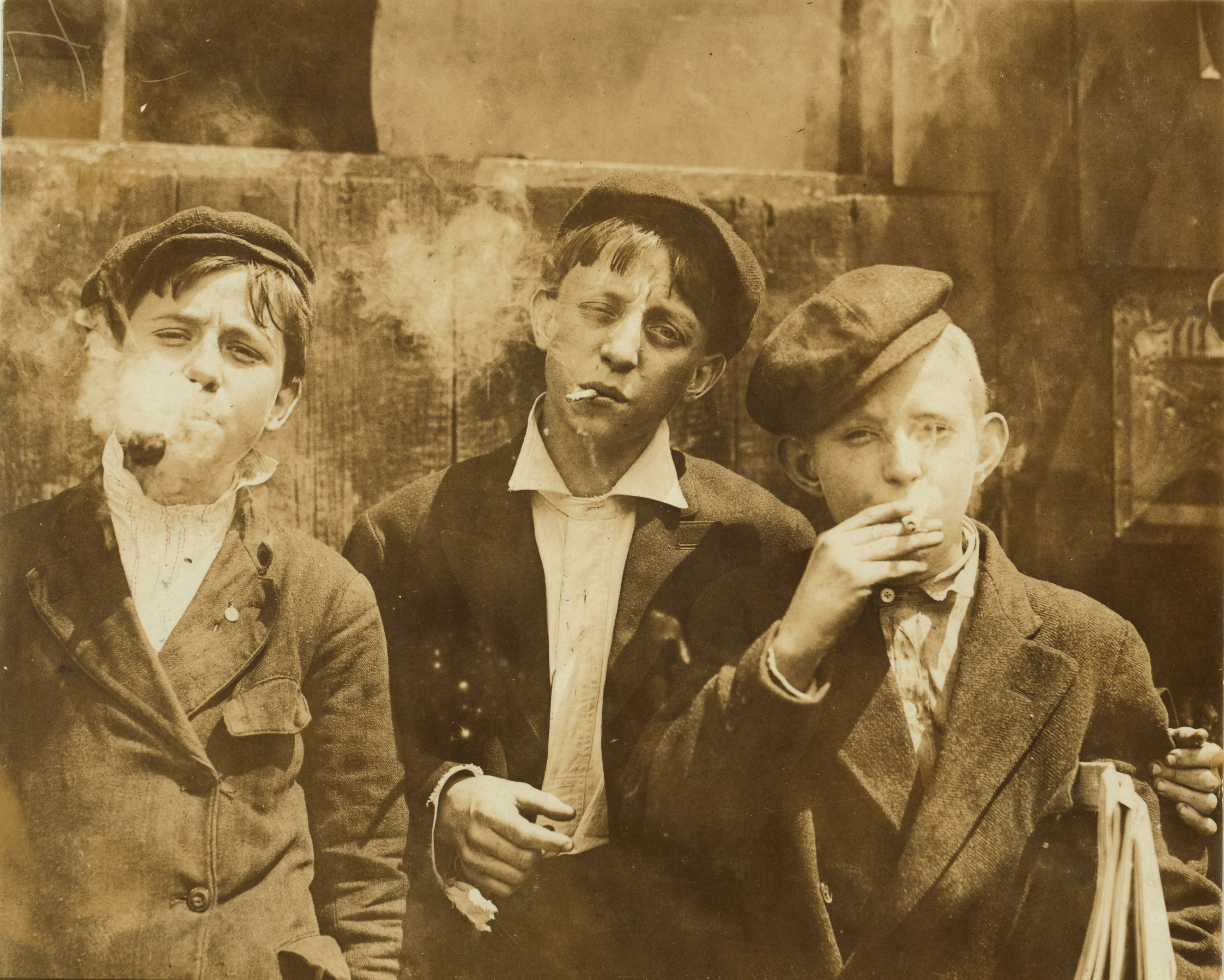 11:00 A. M . Monday, May 9th, 1910. Newsies at Skeeter's Branch, Jefferson near Franklin. They were all smoking. May 1910. St. Louis, Missouri.