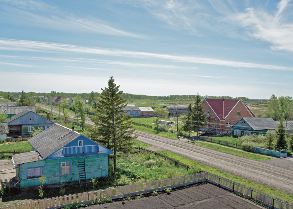 A single street leads through Petrovka, a Mennonite settlement in Russia, 2013.