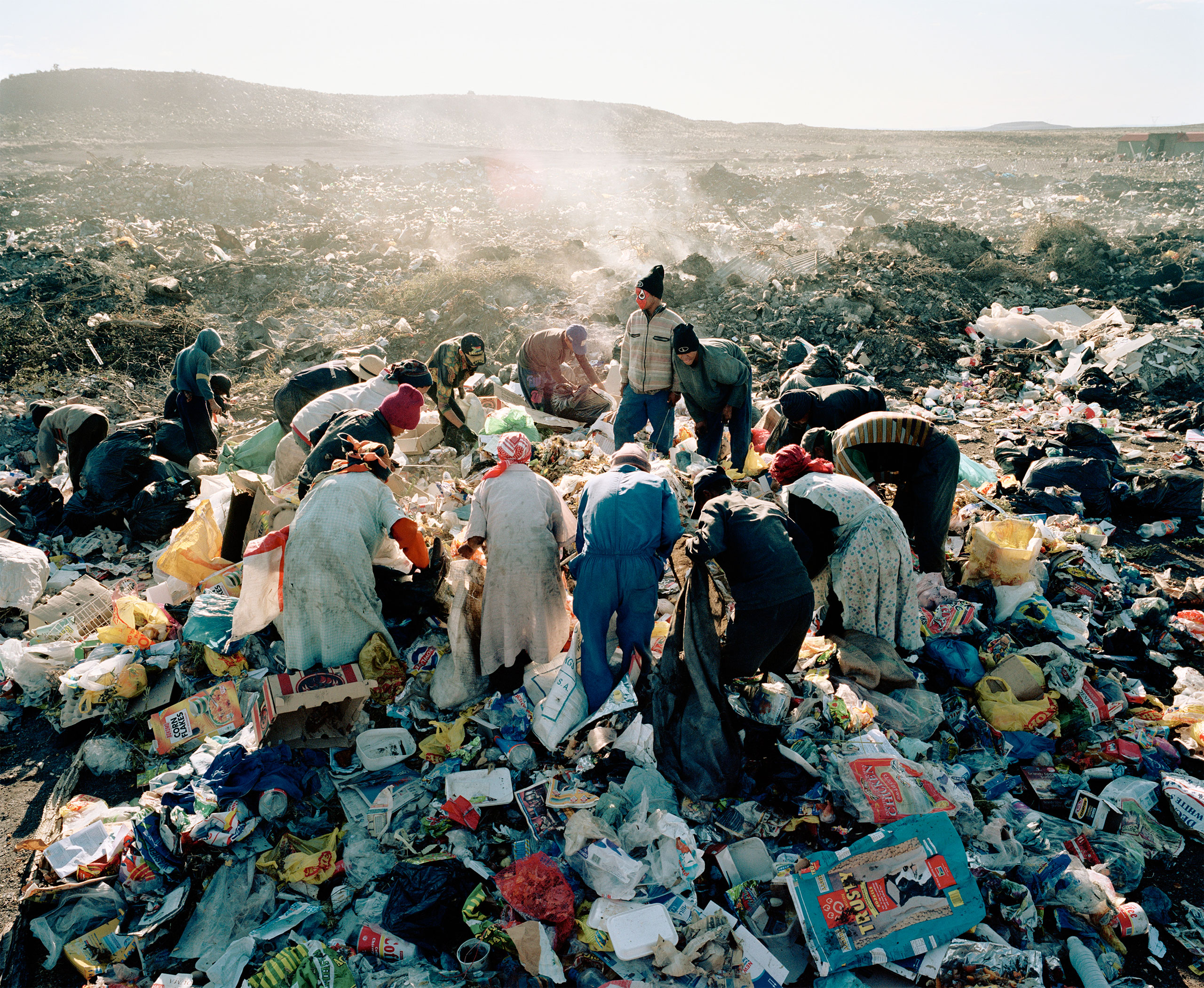 Residents, Vaalkoppies (Beaufort West Rubbish Dump), 2006.