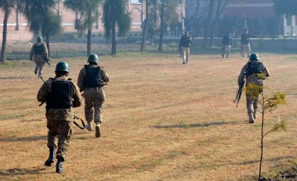 Pakistani army soldiers take part in a search operation at Bacha Khan University following an attack by militants in Charsadda, northwest Pakistan, Jan. 20, 2016.