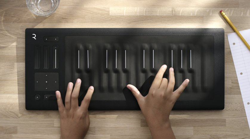 Seaboard RISE 25 Piano hands Low Resolution