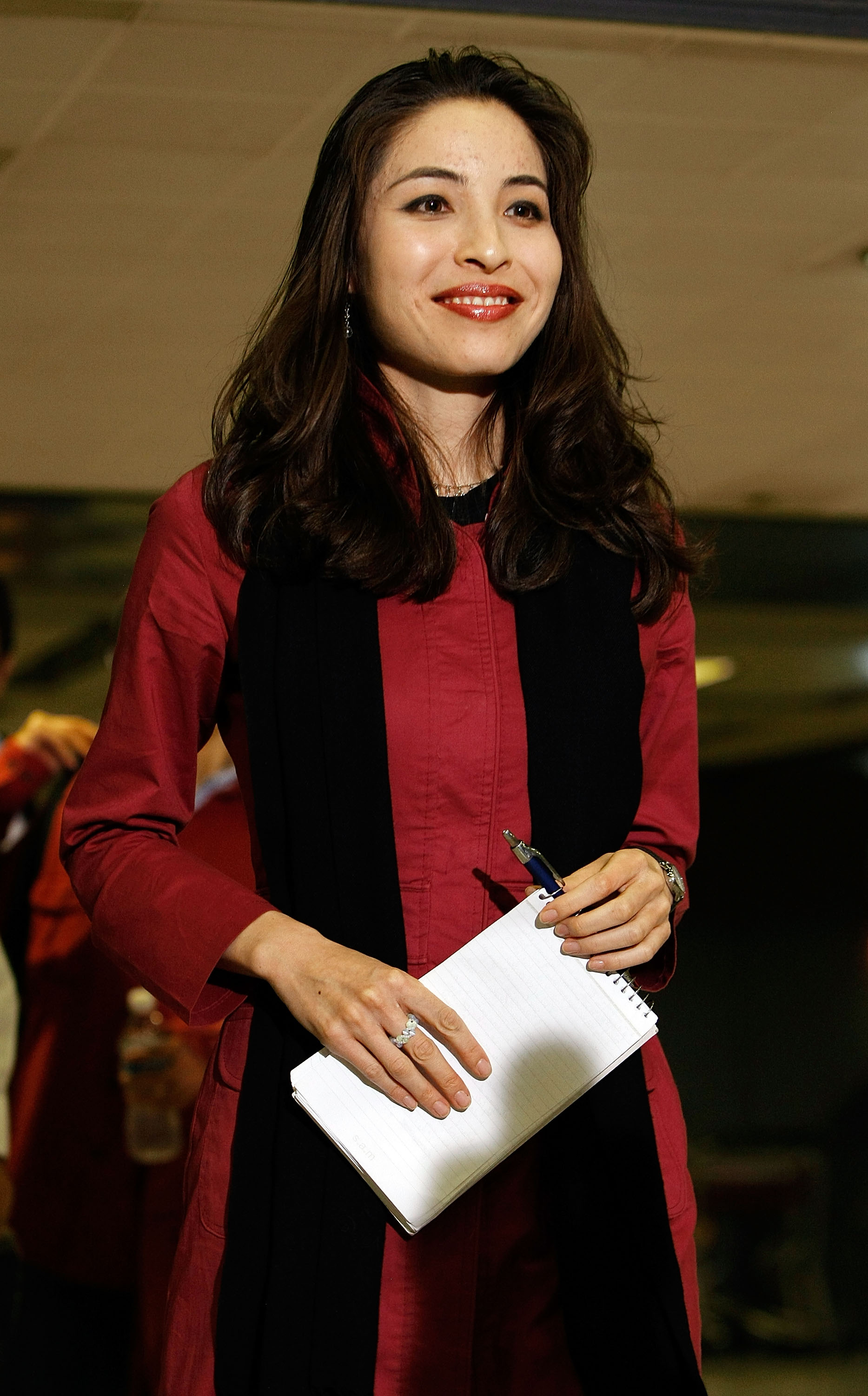 U.S.-Iranian journalist Roxana Saberi speaks to the news media after arriving back in the United States in Dulles, Virginia, on May 22, 2009.