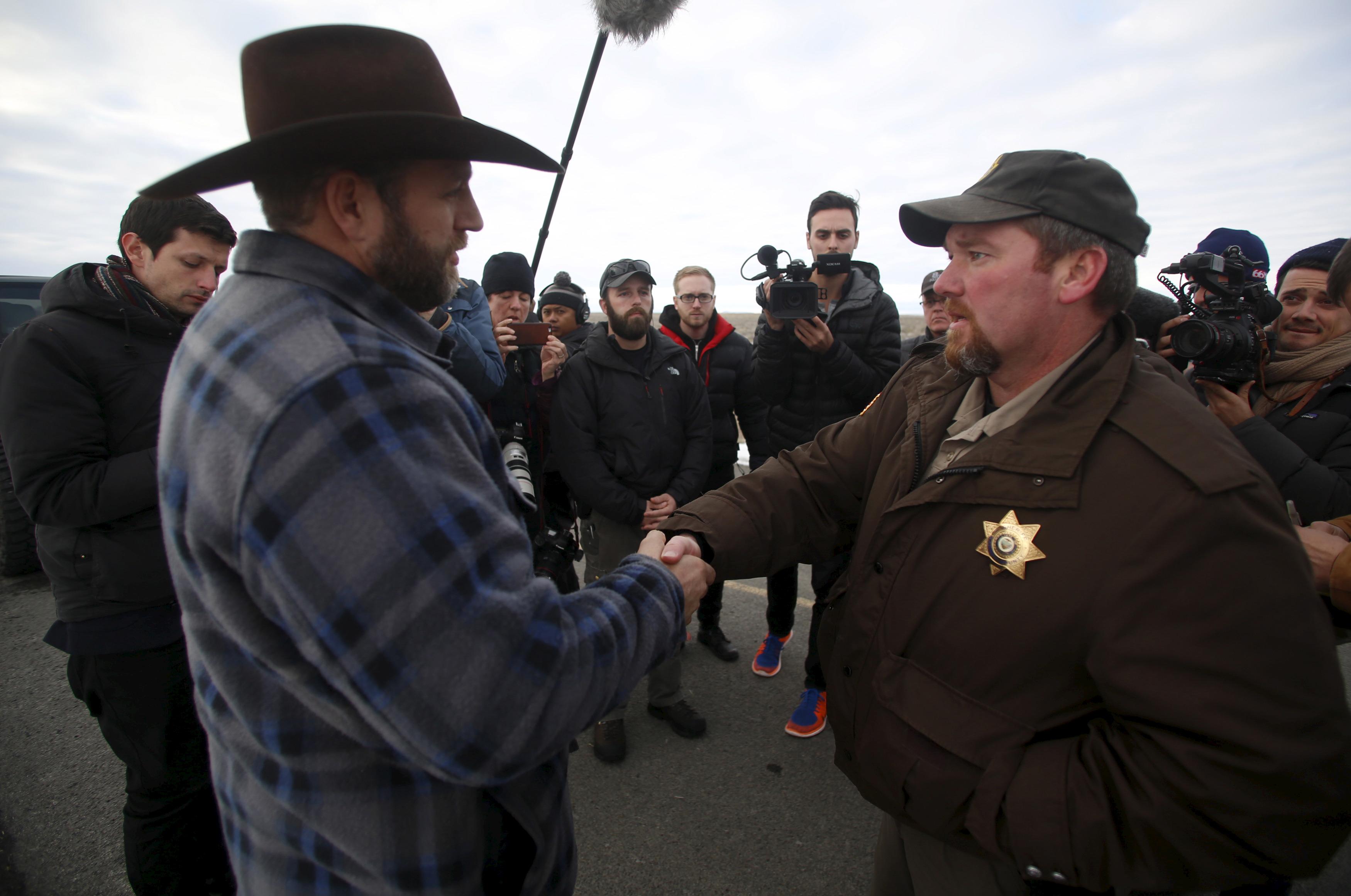 Ammon Bundy meets with Harney County Sheriff David Ward along a road south of the Malheur National Wildlife Refuge near Burns, Oregon, Jan. 7, 2016.