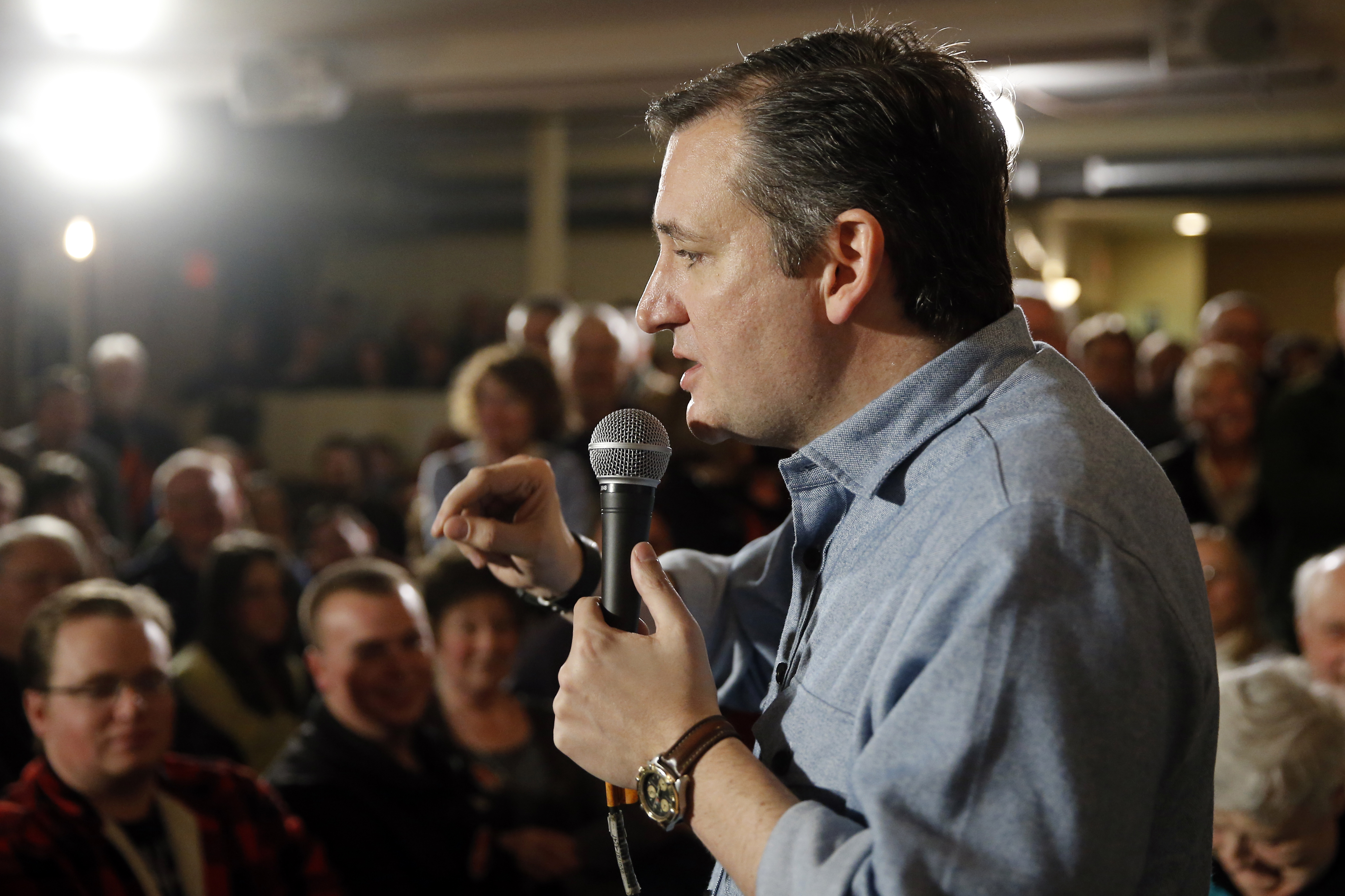 Republican presidential candidate Sen. Ted Cruz, R-Texas, speaks during a campaign stop