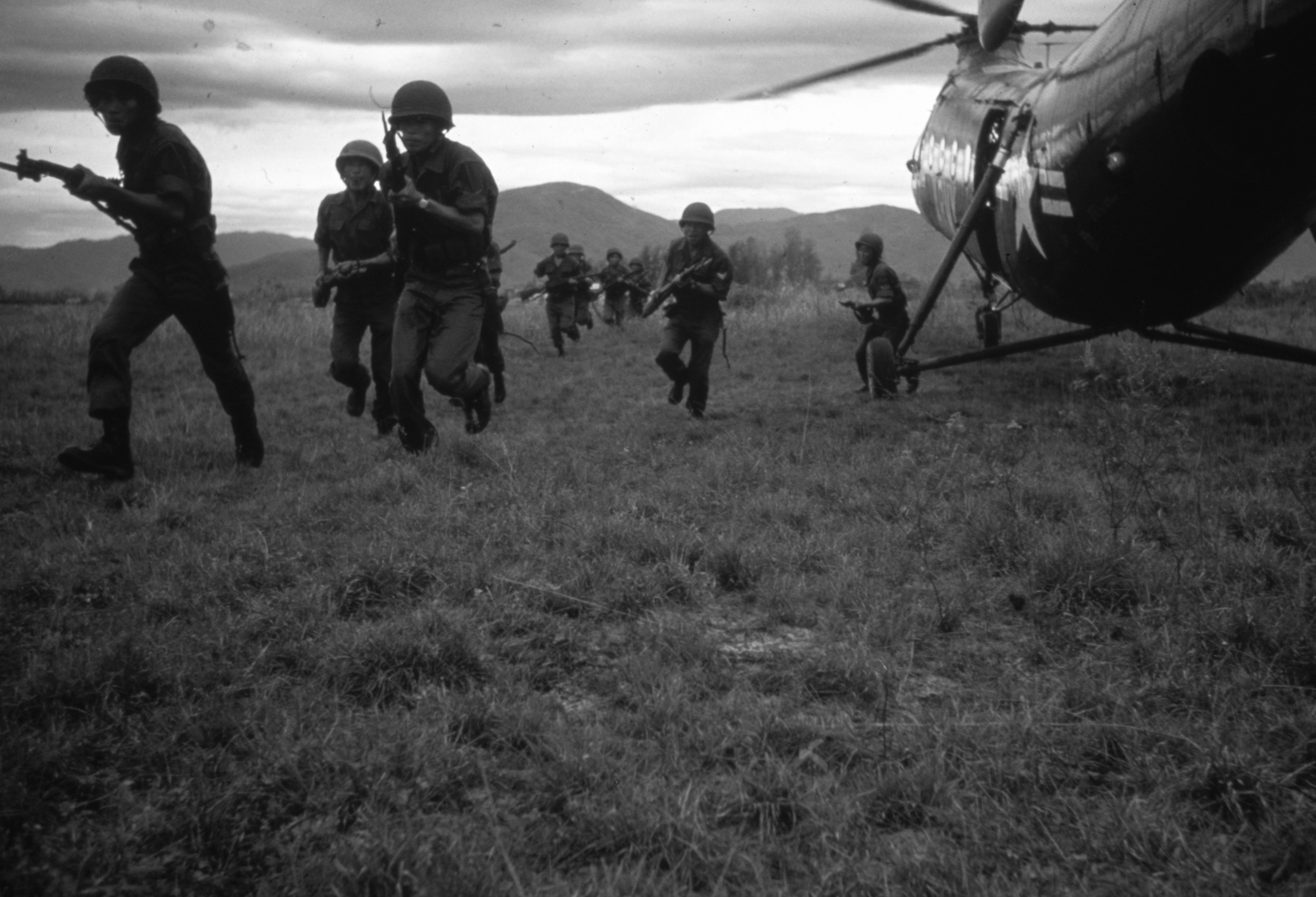 Vietnamese soldiers, on their way to assault a village near Soc Tranh suspected of harboring Vietcong, disembark from US Army helicopters, 1962.