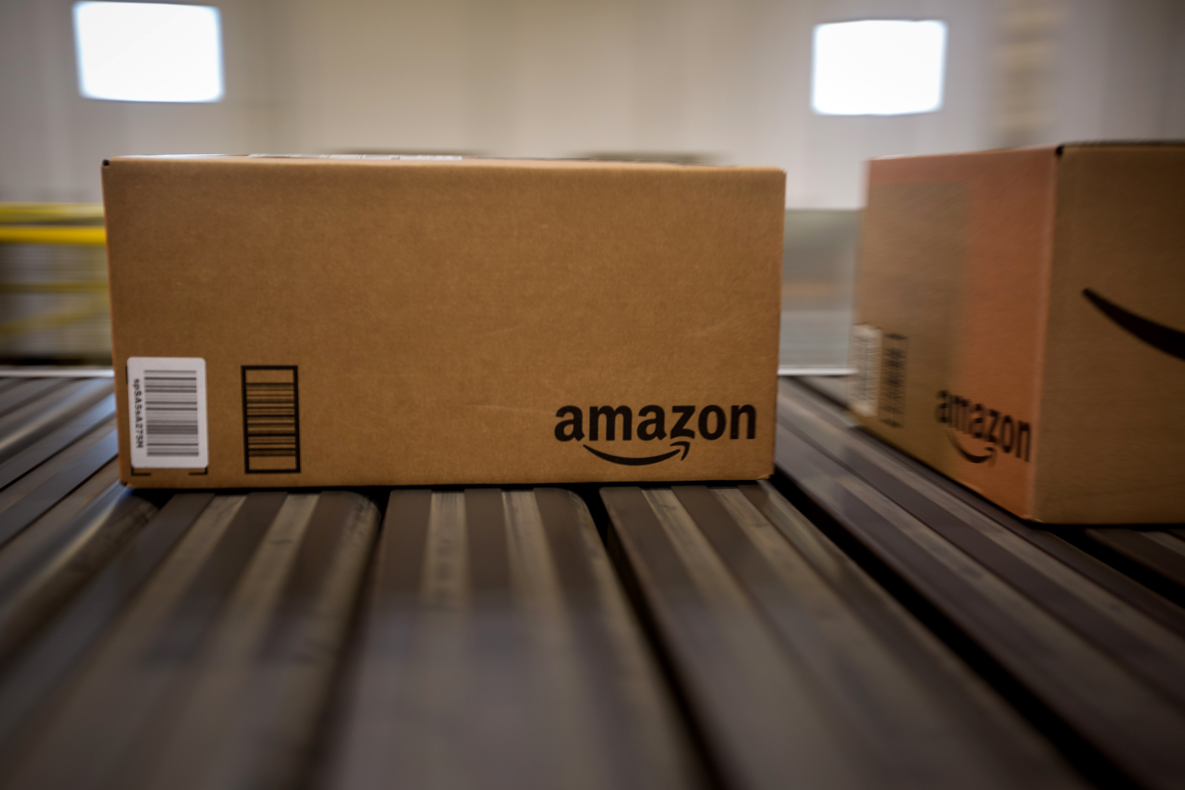 Boxes move along a conveyor belt at the Amazon.com Inc. fulfillment center on Cyber Monday in Robbinsville, New Jersey, U.S., on Monday, Nov. 30, 2015.