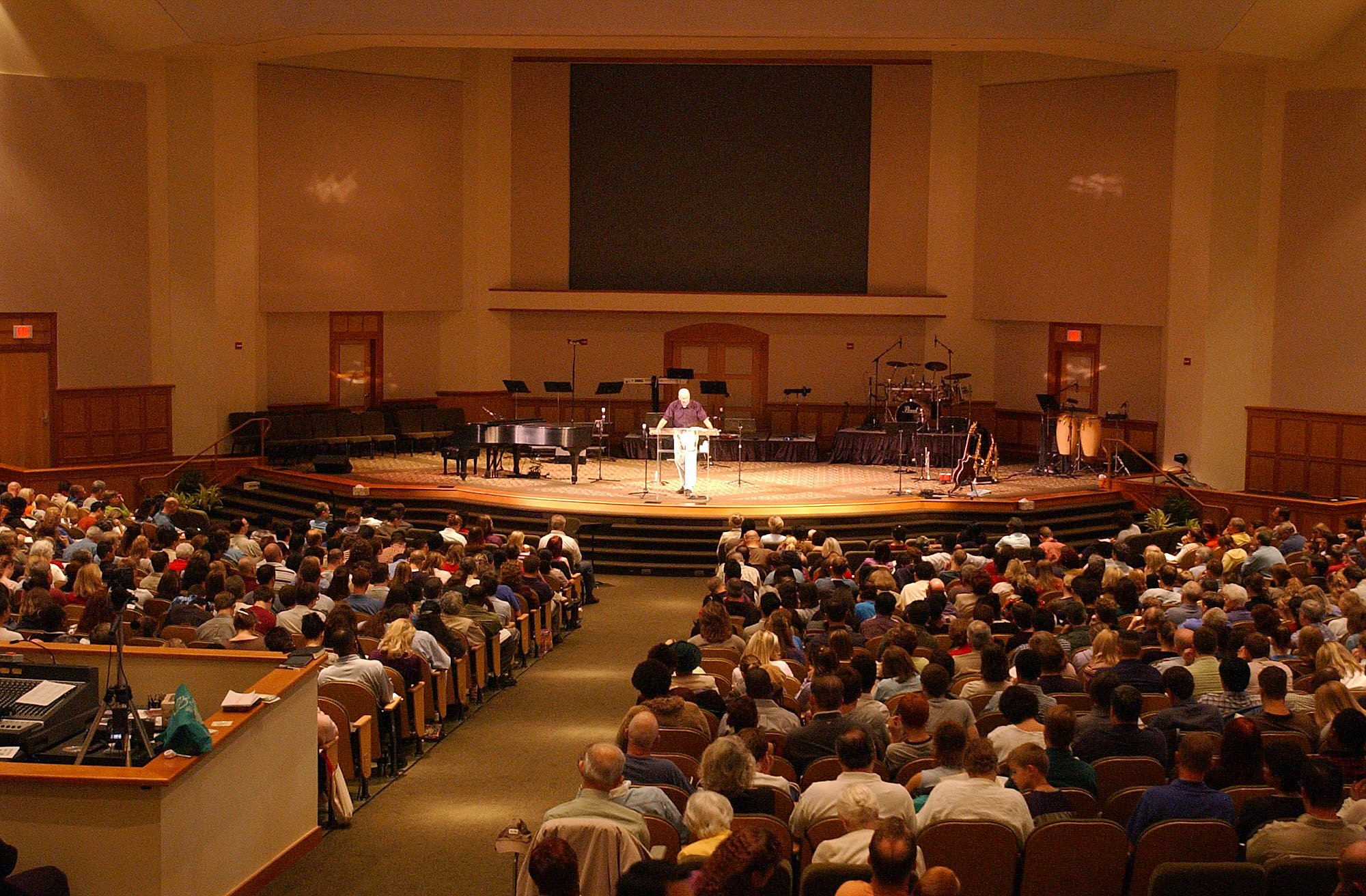 Worshipers fill the Covenant Life Church in Gaithersburg, Md. on Oct. 13, 2002.