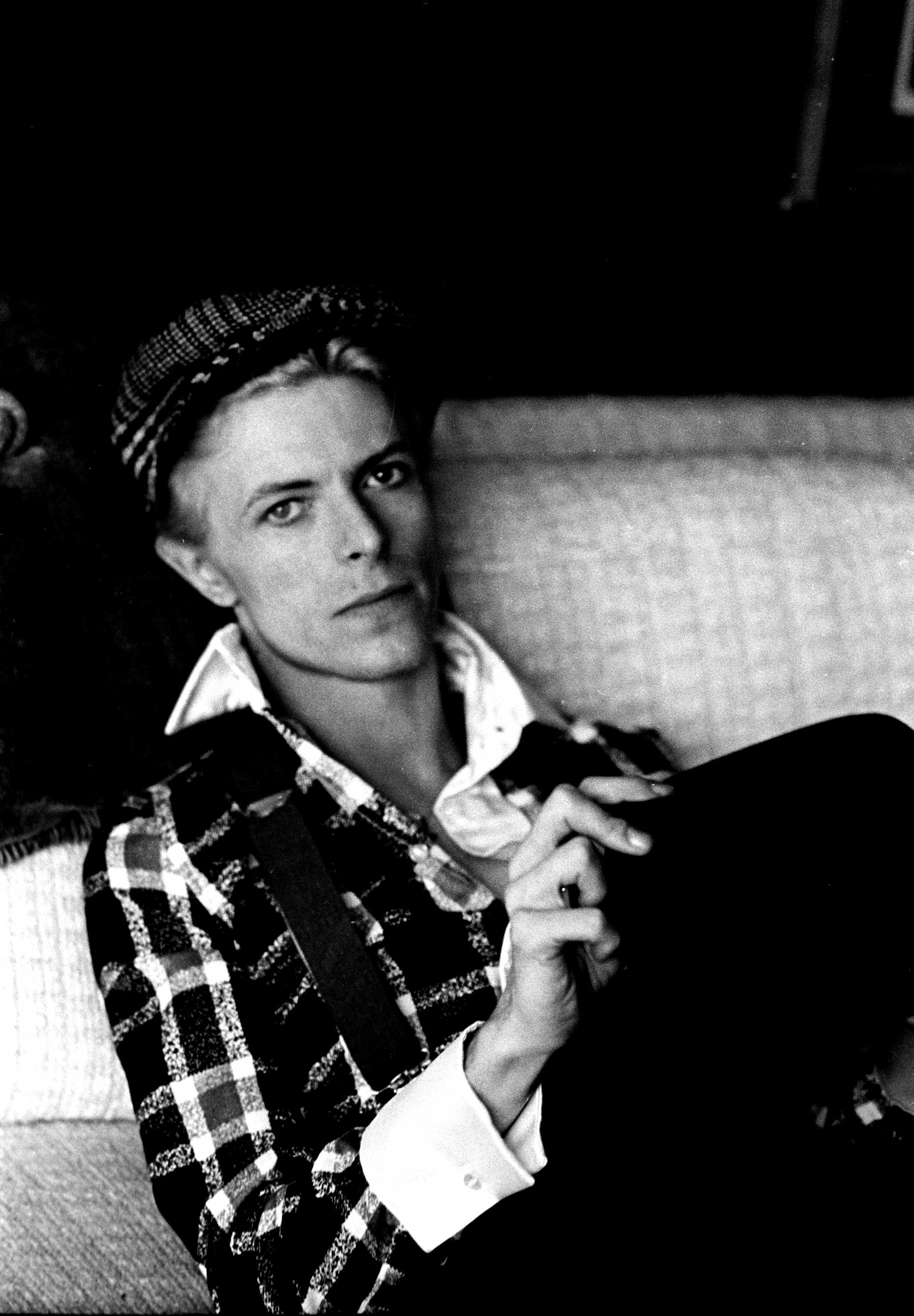 David Bowie portrait, Los Angeles, 1975.Steve Schapiro: David relaxed at his house in Los Angeles 1975. I love his hands.