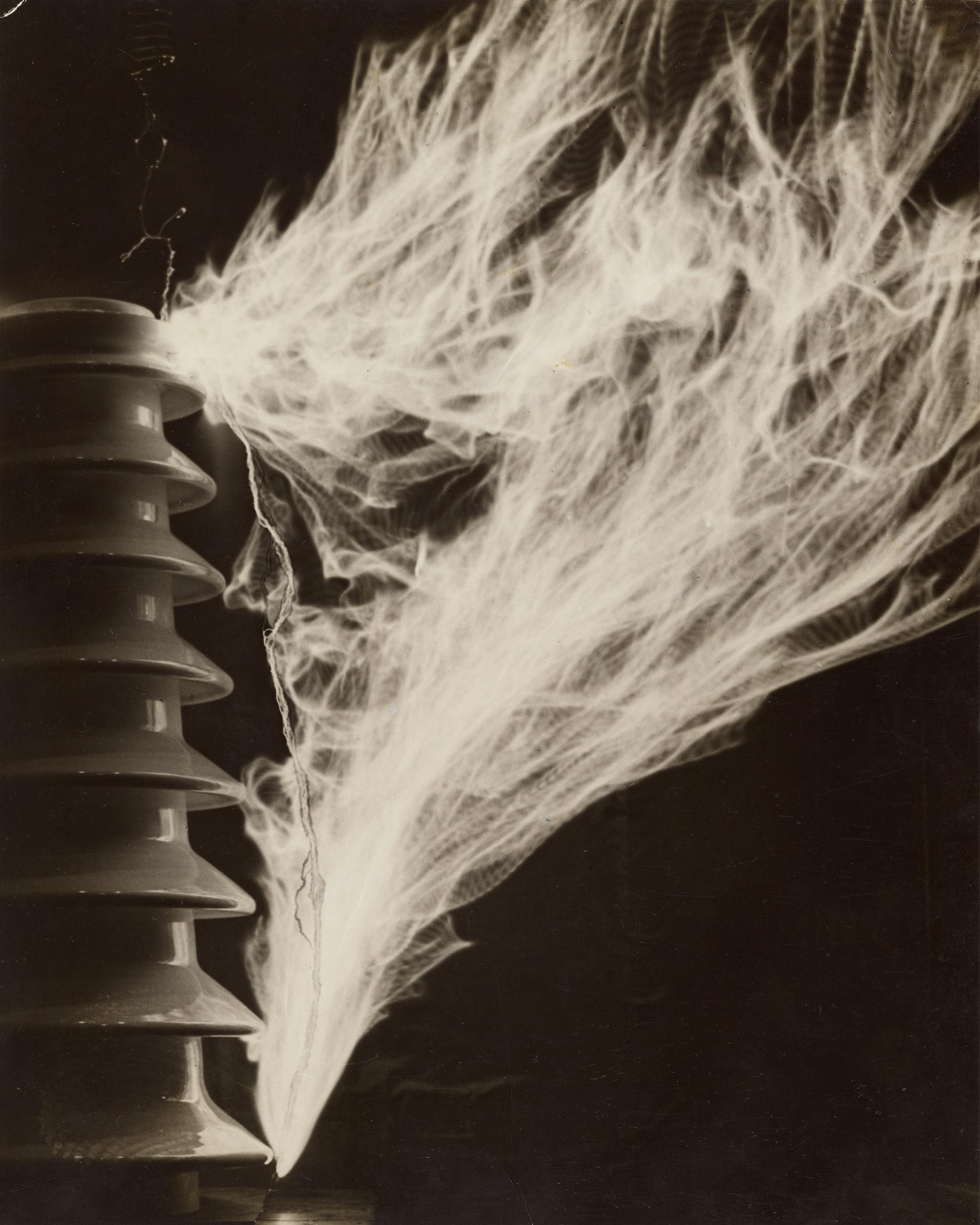 High voltage, 1930© Estate of Martin Munkacsi, Courtesy Howard Greenberg Gallery, NYC / The J. Paul Getty Museum, Los Angeles