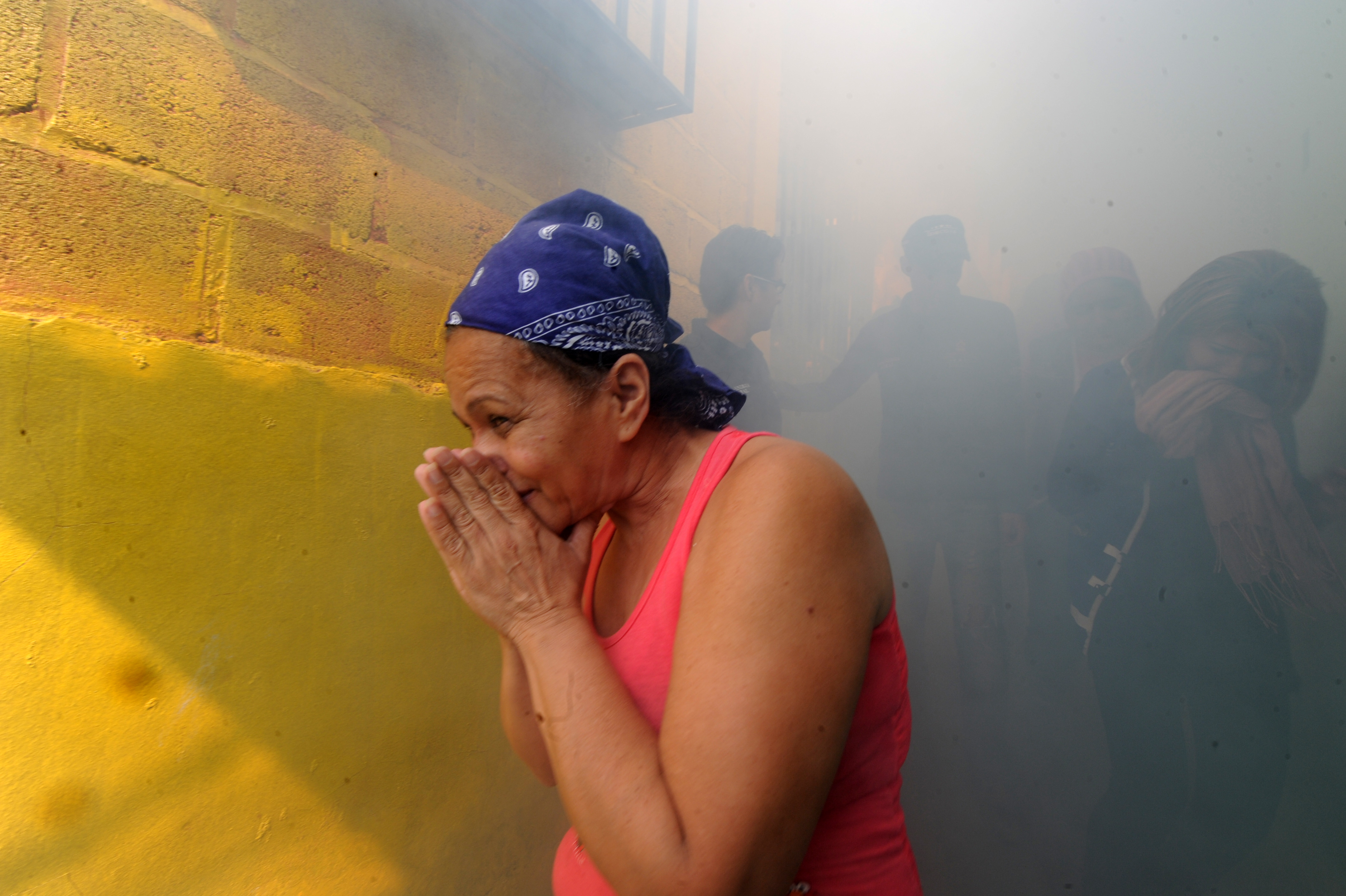 People help soldiers fumigate in the fight against Aedes Aegypti mosquito that transmits Zika virus, in Tegucigalpa on February 6, 2016.