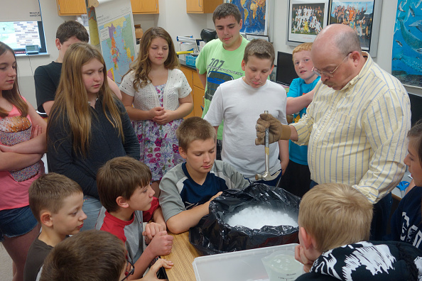6th Graders Observing Science Experiment, Wellsville, New York. (Photo by: Education Images/UIG via Getty Images)