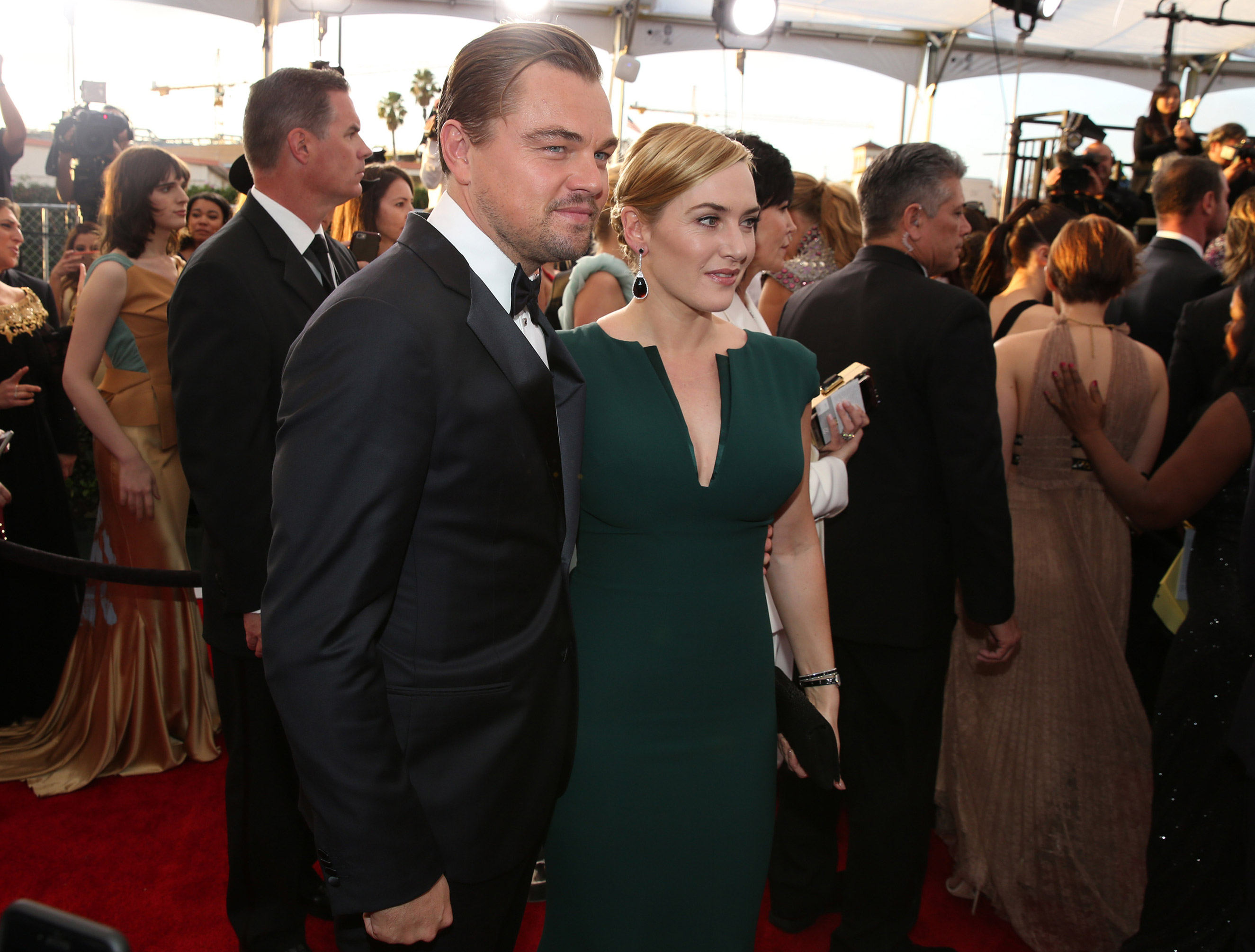Leonardo DiCaprio and Kate Winslet arrive at the 22nd annual Screen Actors Guild Awards at the Shrine Auditorium & Expo Hall in Los Angeles, Jan. 30, 2016.