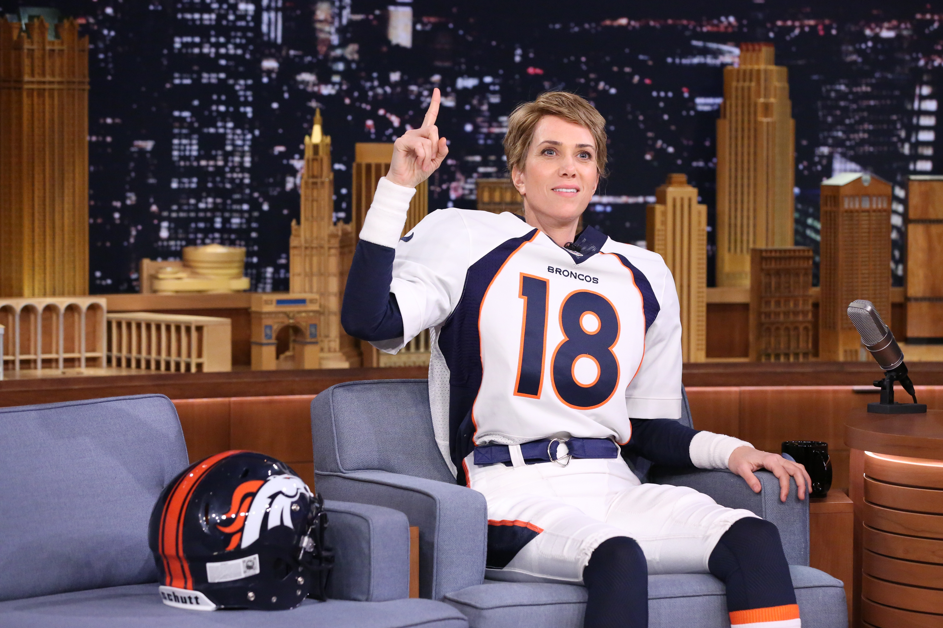 Kristen Wiig dressed as Denver Bronco's quarterback Peyton Manning on 'The Tonight Show' with Jimmy Fallon on Feb. 11, 2016.