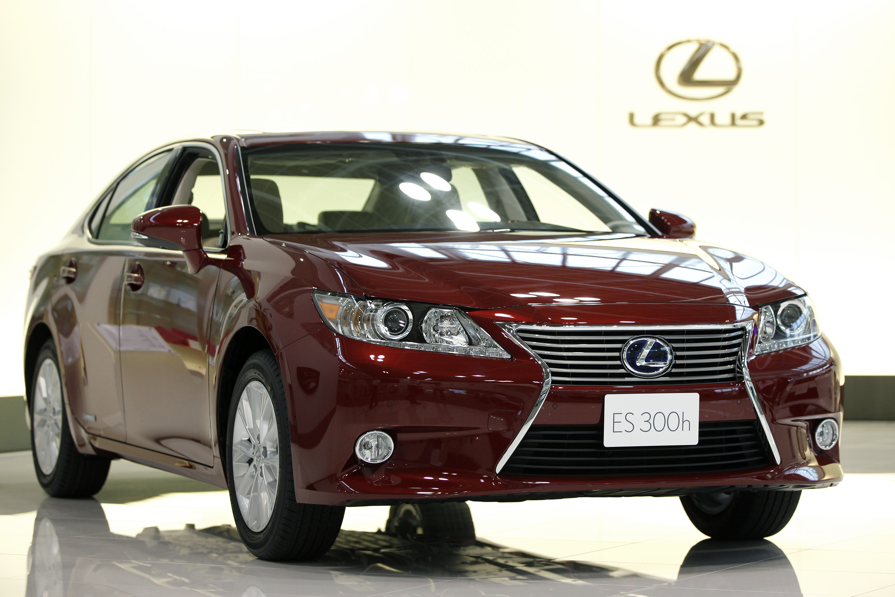 A Toyota Motor Corp. Lexus ES300h sedan is displayed in the visitor's center at Toyota Motor Kyushu Inc.'s Miyata plant in Miyawaka City, Fukuoka Prefecture, Japan, on Friday, July 6, 2012.