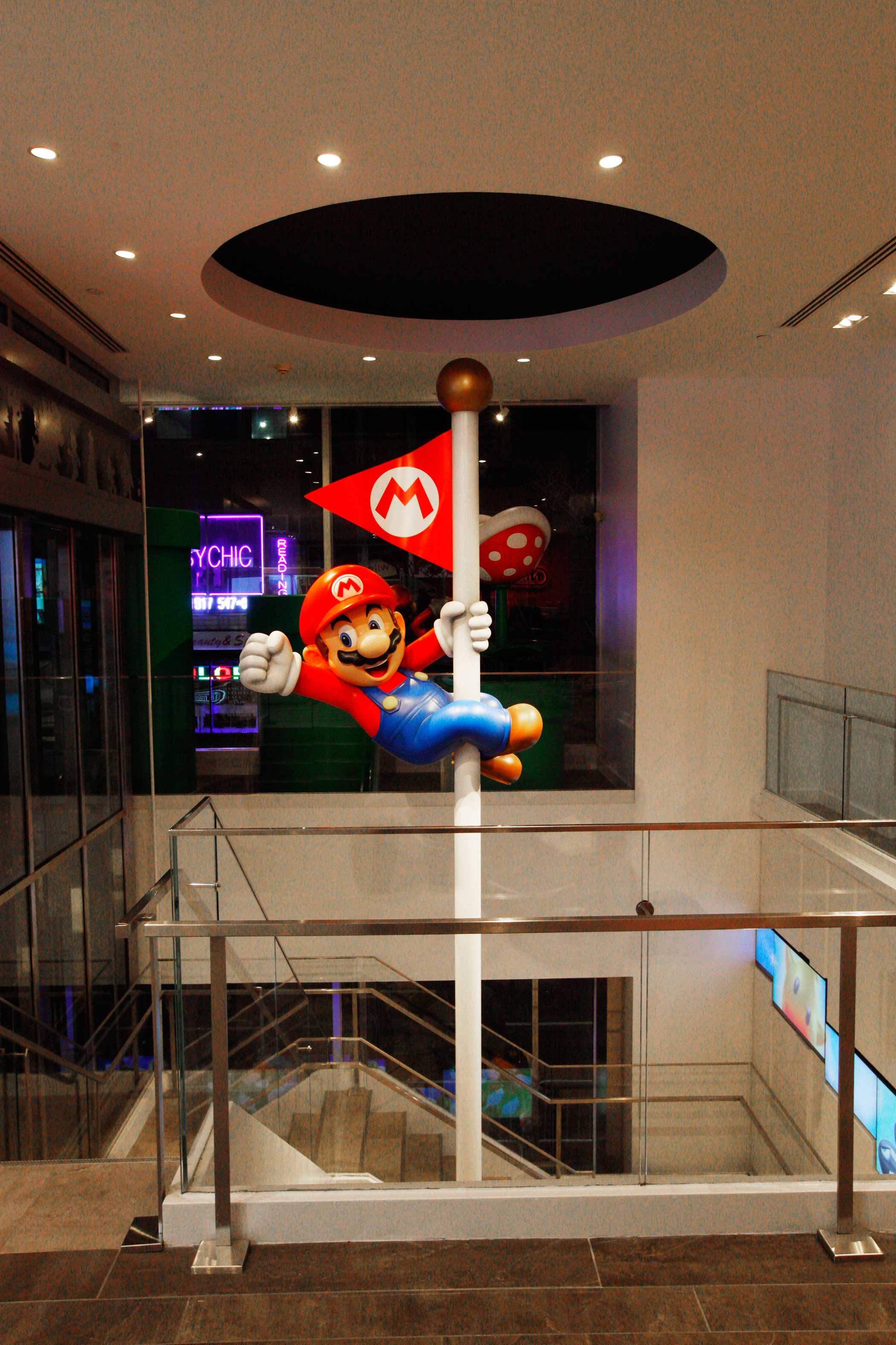 A cast of Mario can be seen sliding down a pole from the second to the first floor.