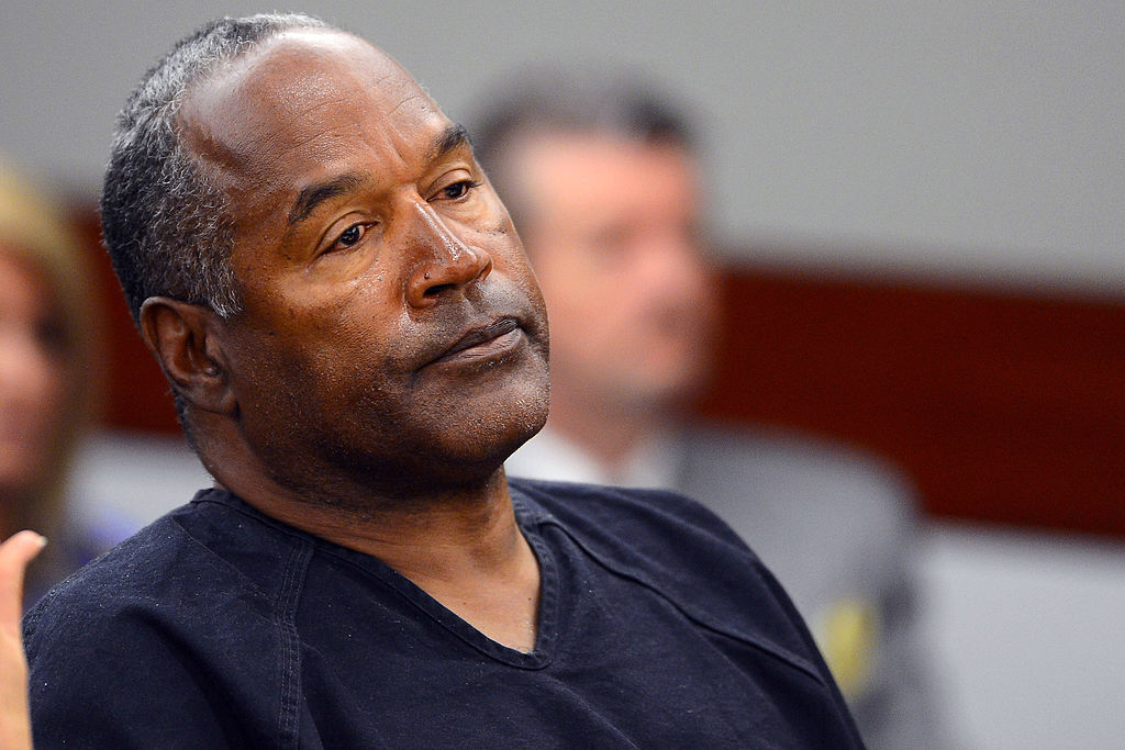 O.J. Simpson watches his former defense attorney Yale Galanter testify during an evidentiary hearing in Clark County District Court on May 17, 2013 in Las Vegas, Nevada.