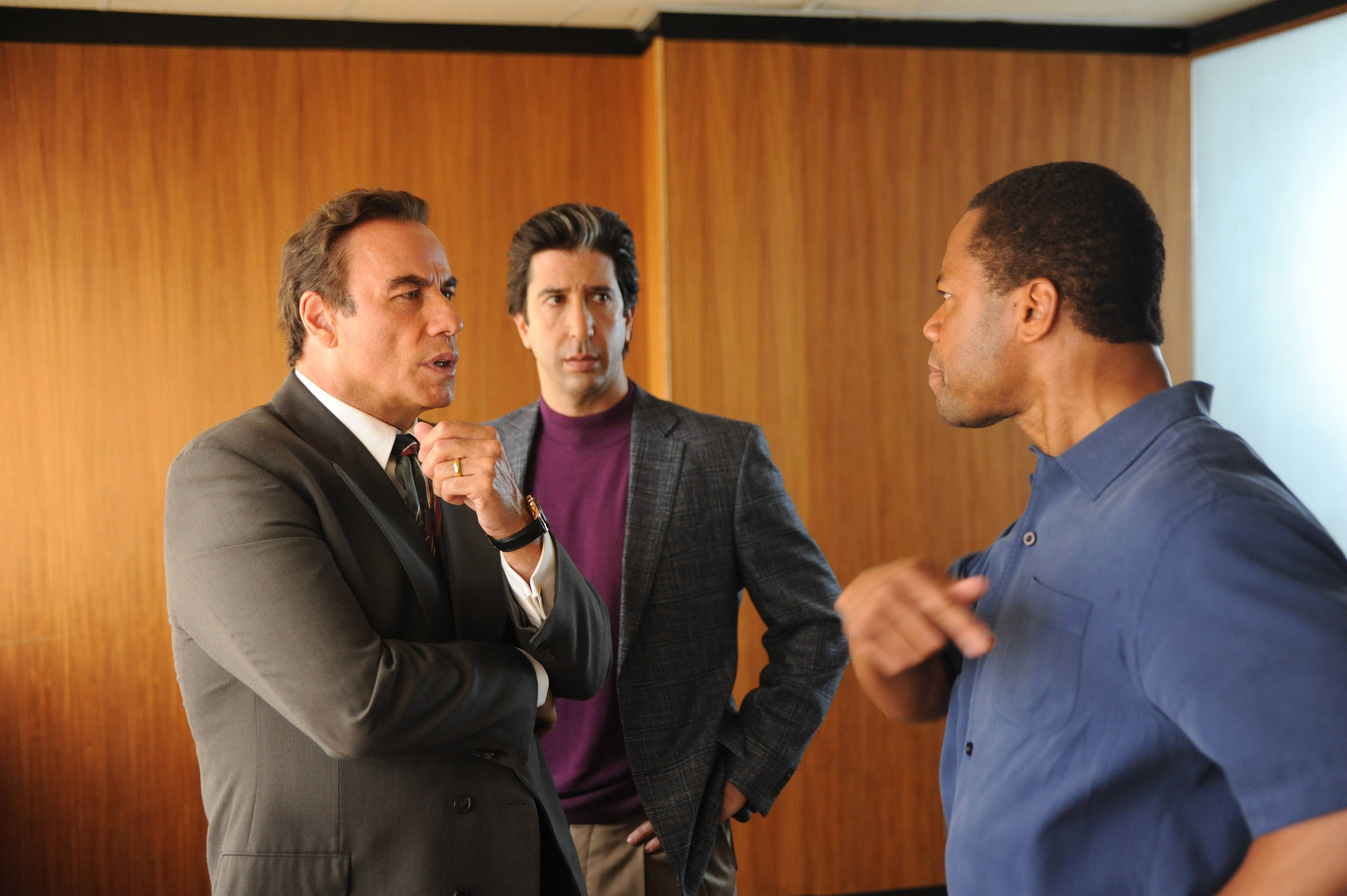 (l-r) John Travolta as Robert Shapiro, David Schwimmer as Robert Kardashian, Cuba Gooding, Jr. as O.J. Simpson in The People v O.J. Simpson