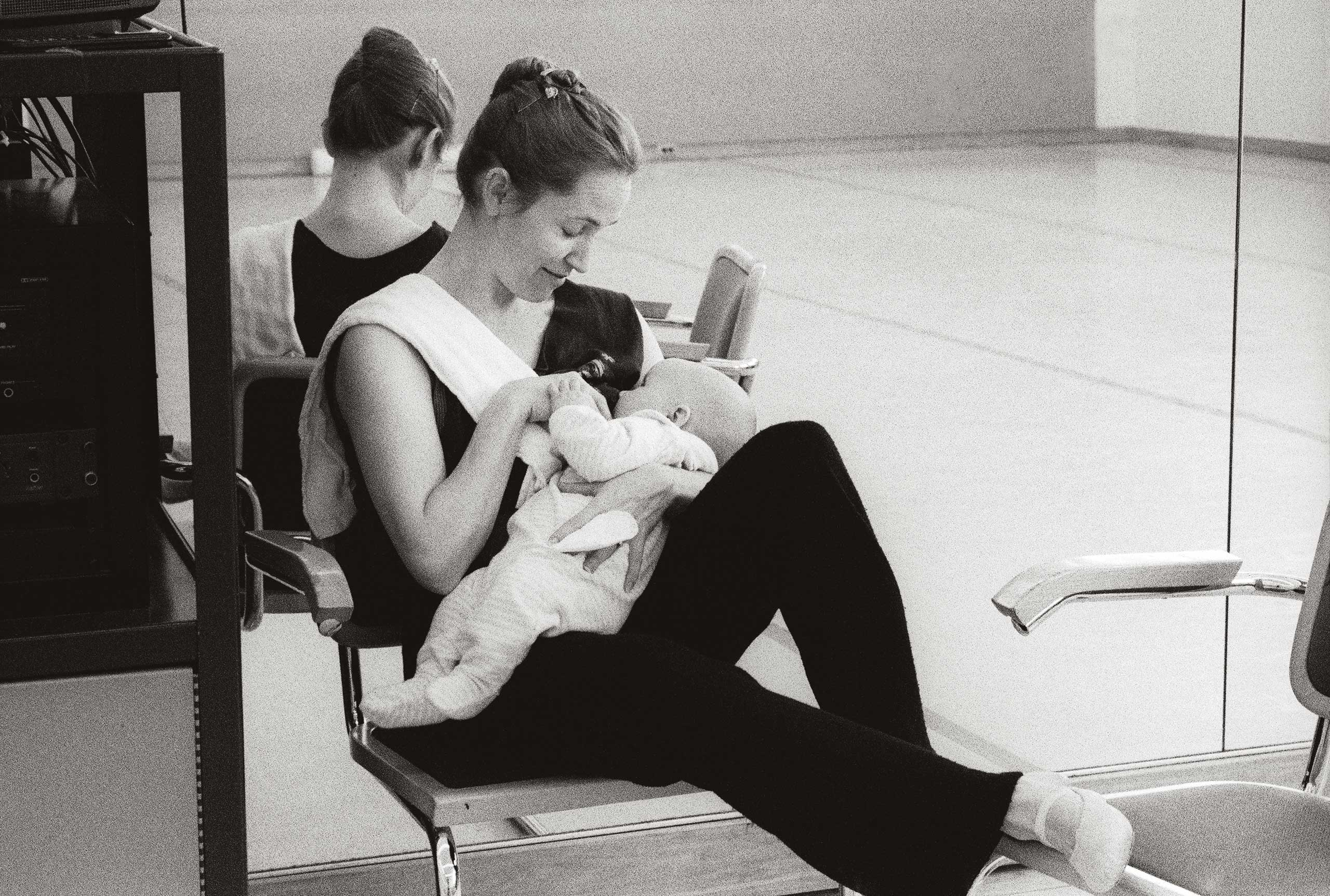 Tina feeds six-week-old Sasha in the rehearsal studio at San Francisco Ballet. 2003. Balancing Acts: Three Prima Ballerinas Becoming Mothers.