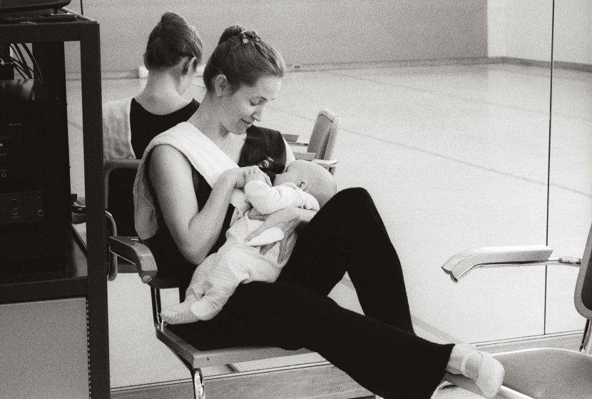 Tina feeds six-week-old Sasha in the rehearsal studio at San Francisco Ballet. 2003. Balancing Acts: Three Prima Ballerinas Becoming Mothers.