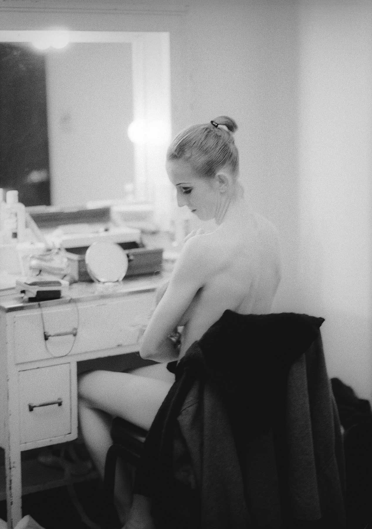 Katita breast-feeds James in her dressing room after a performance of George Balanchine's Bugaku. 2000. Balancing Acts: Three Prima Ballerinas Becoming Mothers.