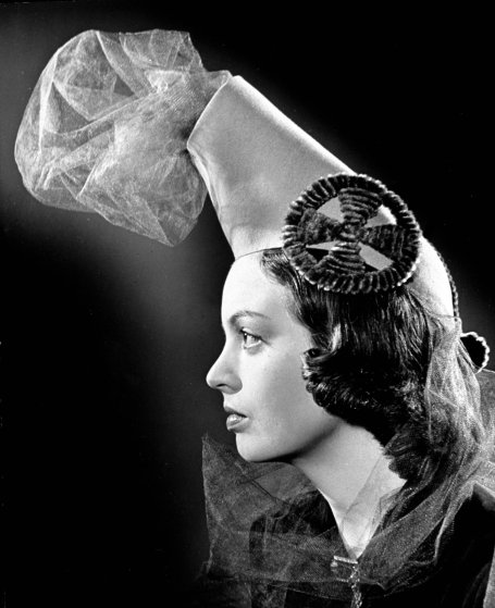 A war inspired hat. 1939.
