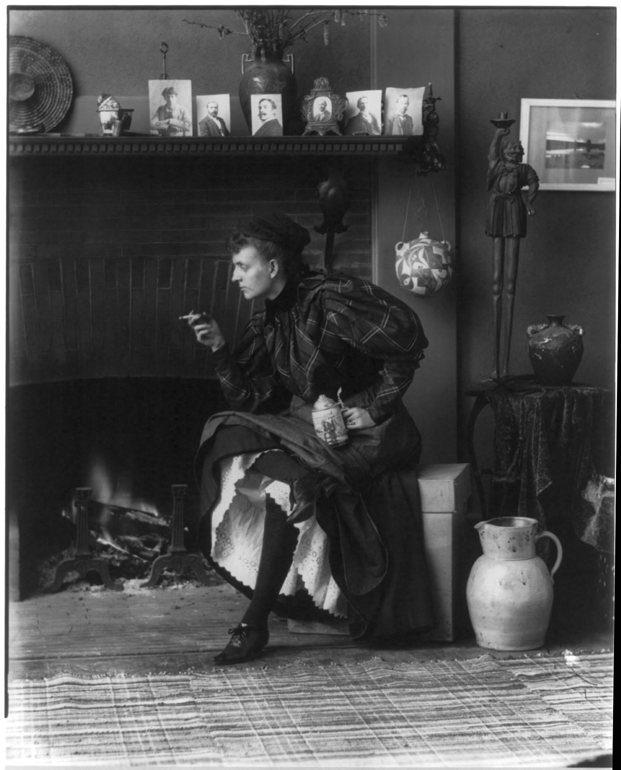 Frances  Fannie  Benjamin Johnston (1864–1952)One of the earliest American female photographers and photojournalists. She was given her first camera by George Eastman, a close friend of the family. In 1894 she opened her own photographic studio in Washington, D.C. 1896 self-portrait in her Washington, DC studio