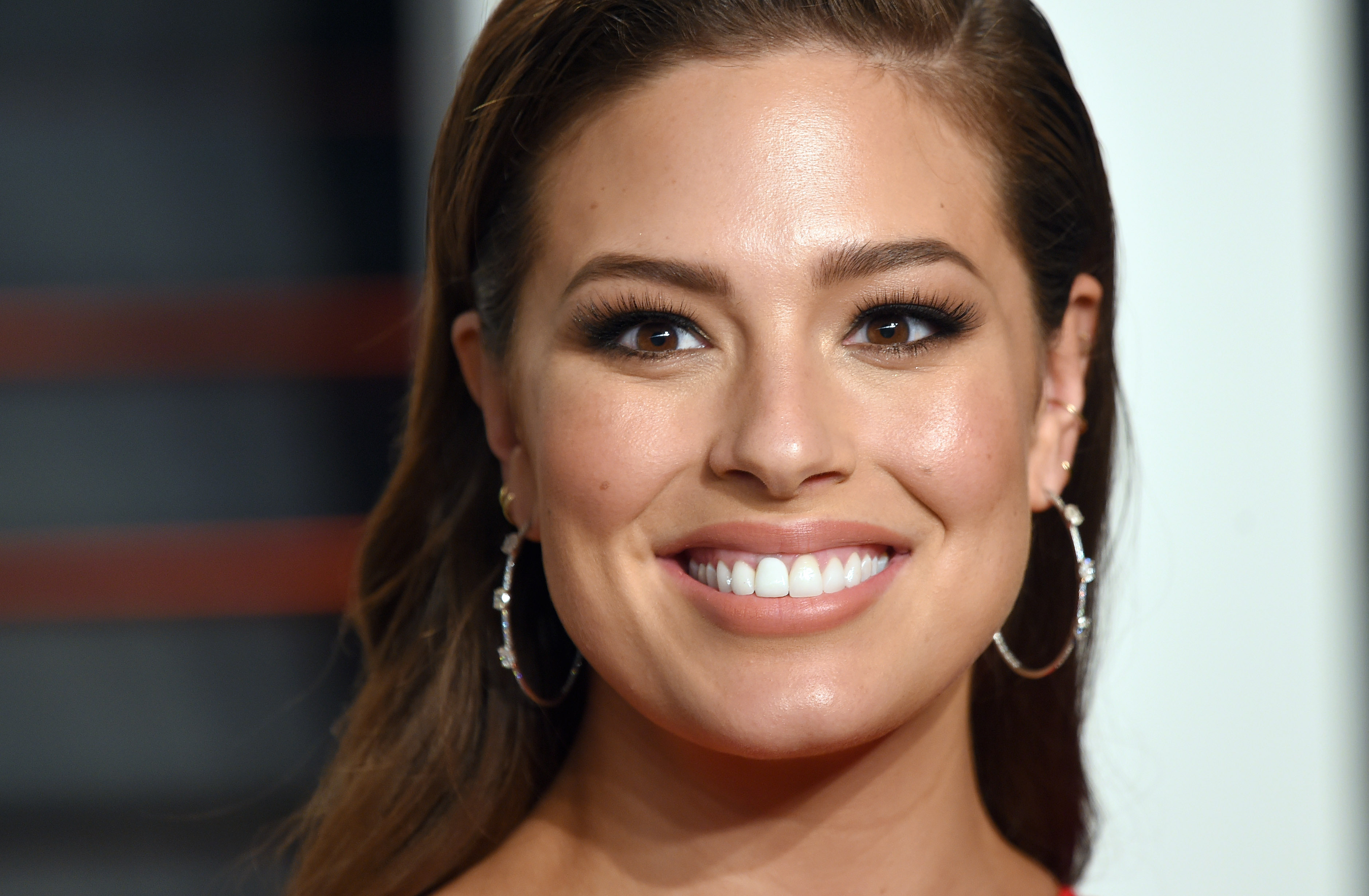 Ashley Graham attends the 2016 Vanity Fair Oscar Party Hosted By Graydon Carter at Wallis Annenberg Center for the Performing Arts on February 28, 2016 in Beverly Hills, California.