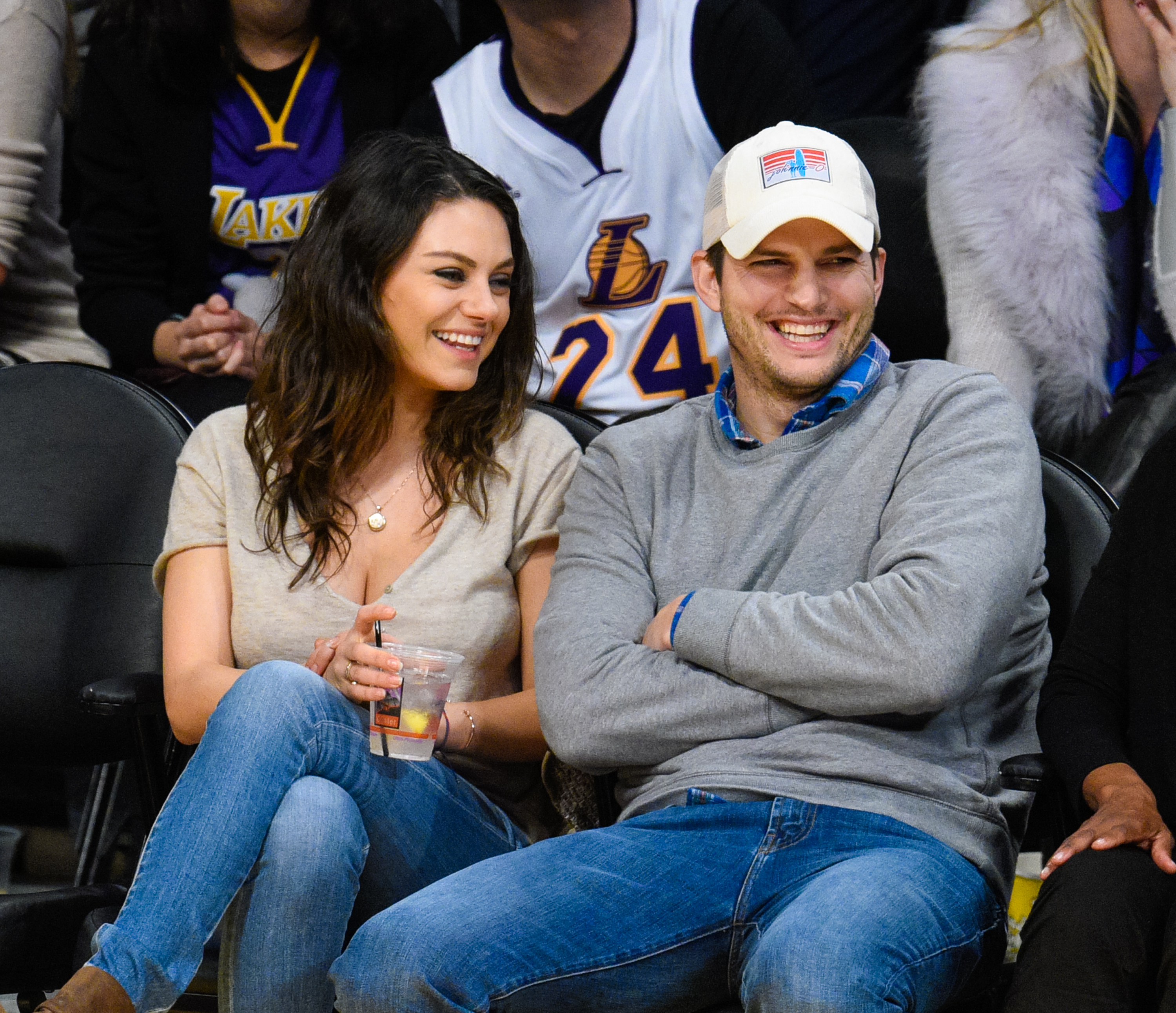 Mila Kunis (L) and Ashton Kutcher attend a basketball game between the Oklahoma City Thunder and the Los Angeles Lakers at Staples Center on December 19, 2014 in Los Angeles, California.