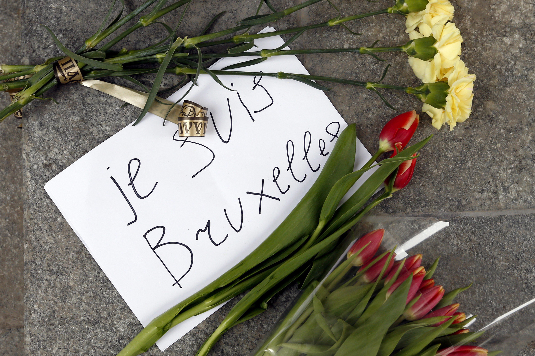 People bring flowers to the Belgian Embassy in Moscow to pay tribute to the Brussels terror attacks victims.