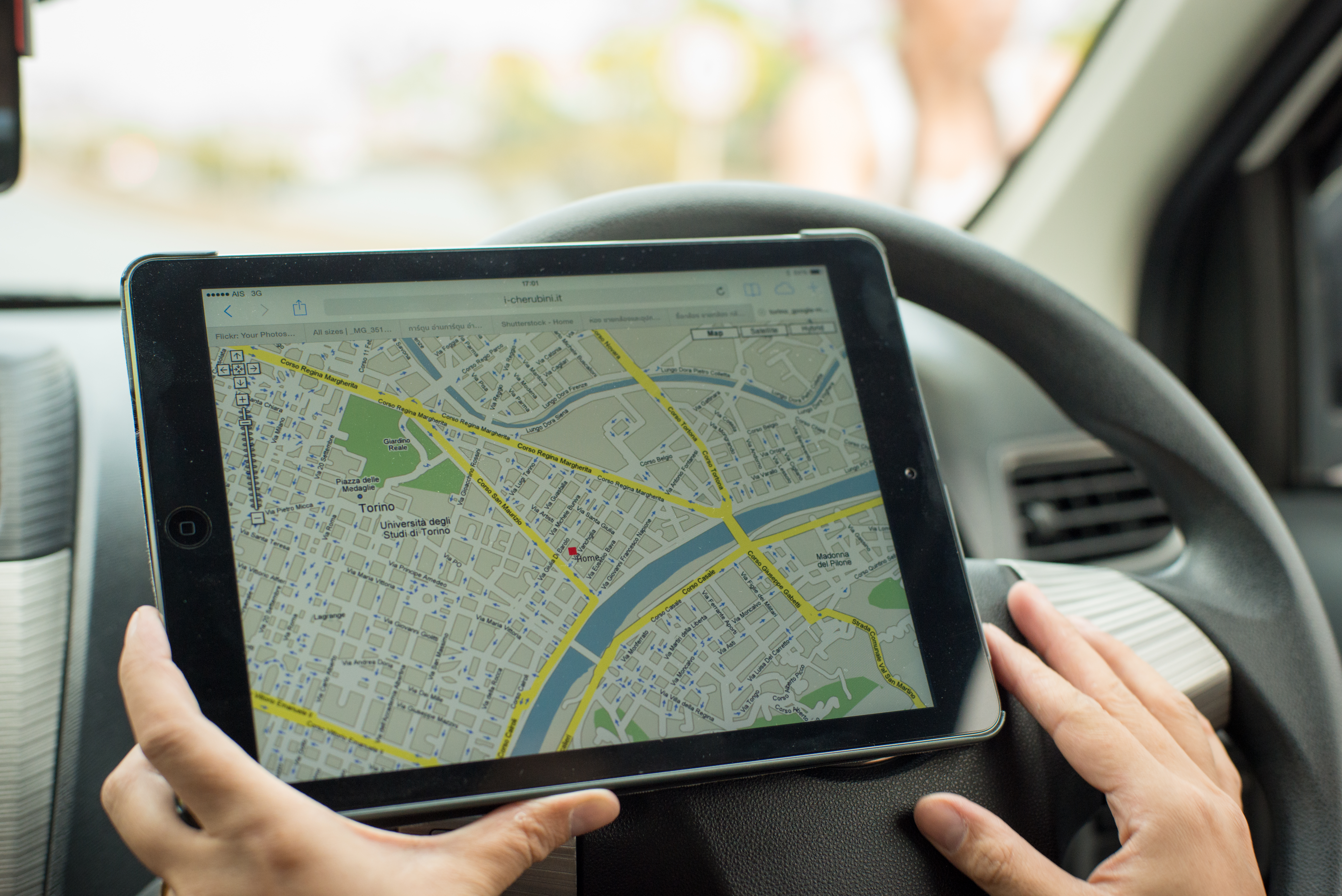 google map on ipad and smart phone in car