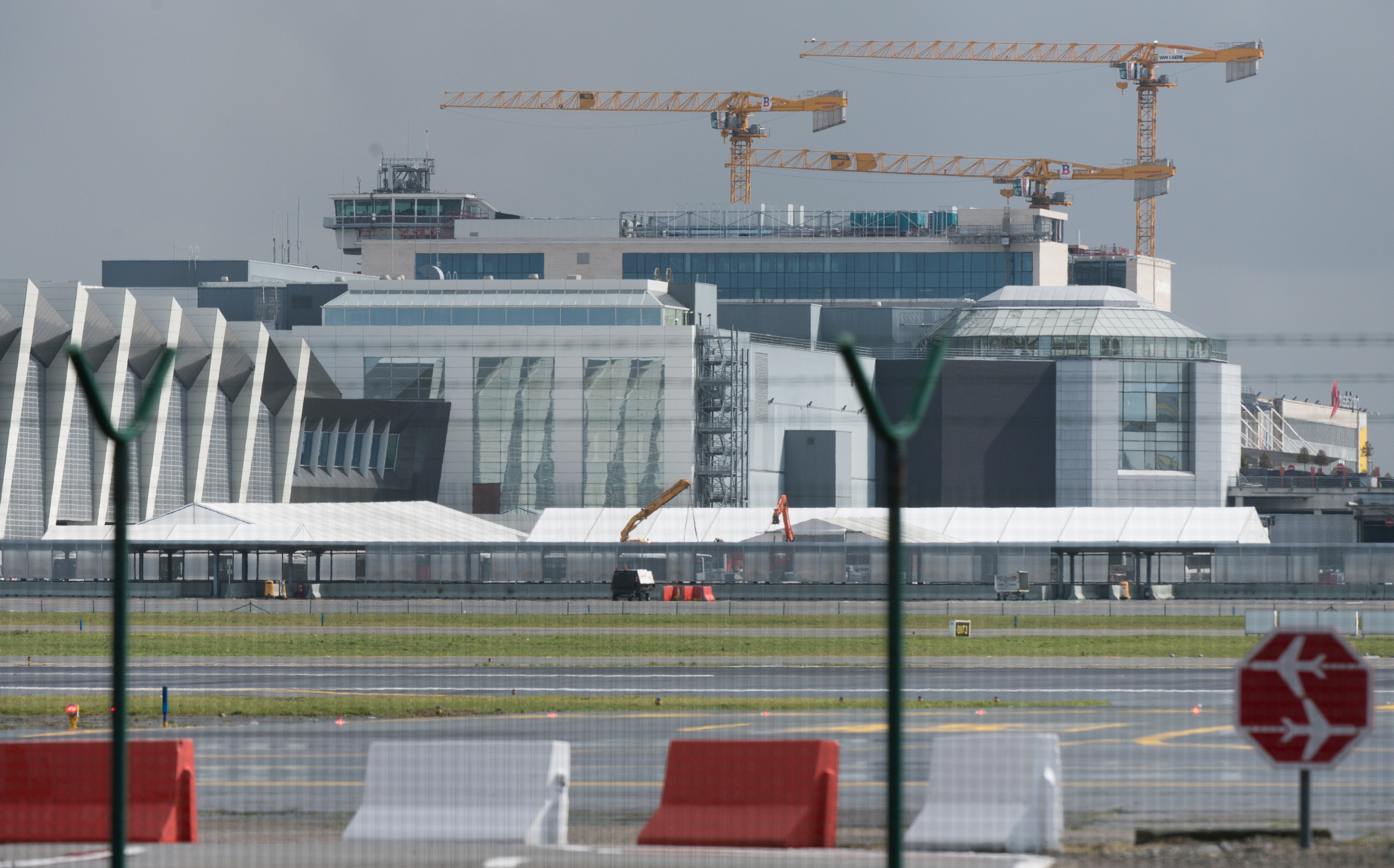 A picture taken on March 29, 2016 in Zaventem shows tents at Brussels Airport, where authorities are running a series of tests to see if makeshift check-in facilities are good enough to restart some flights and that repair work and new security measures are adequate after the deadly March 22 attacks.